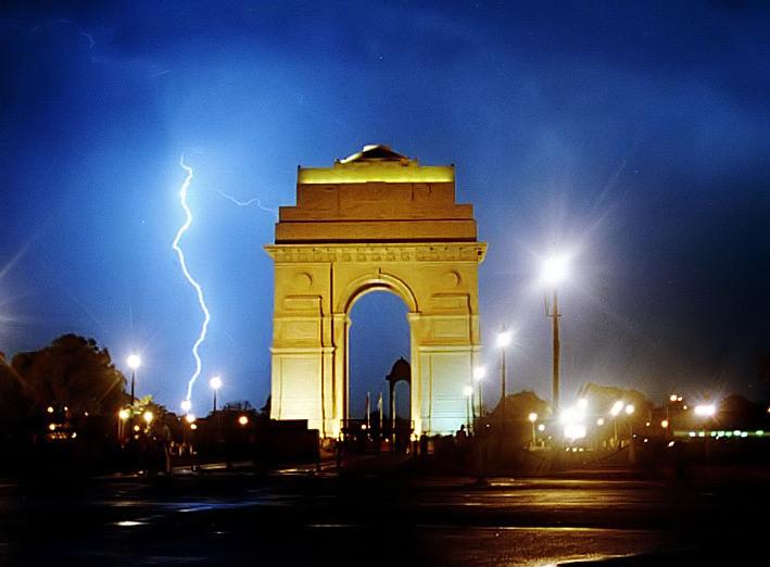 चित्र:Indiagatelightening.jpg