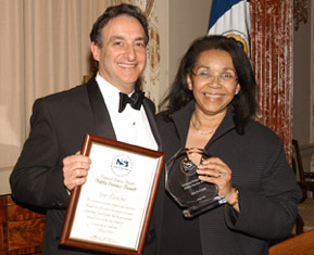 English: Ira Flatow receiving the National Sci...