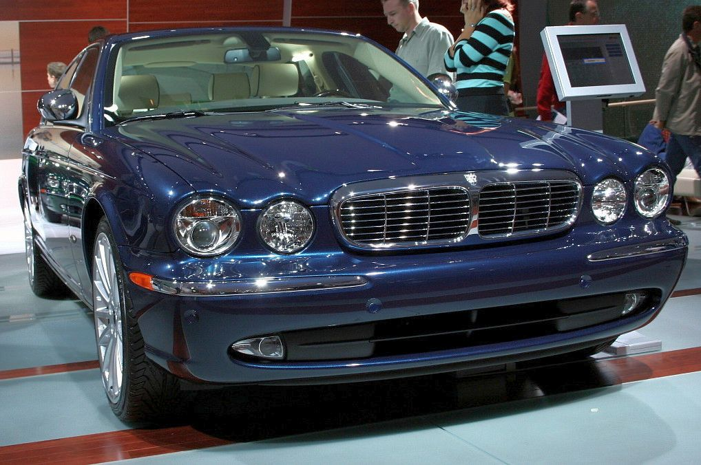 http://upload.wikimedia.org/wikipedia/commons/d/d5/Jaguar_XJ_front_IAA_2005.jpg