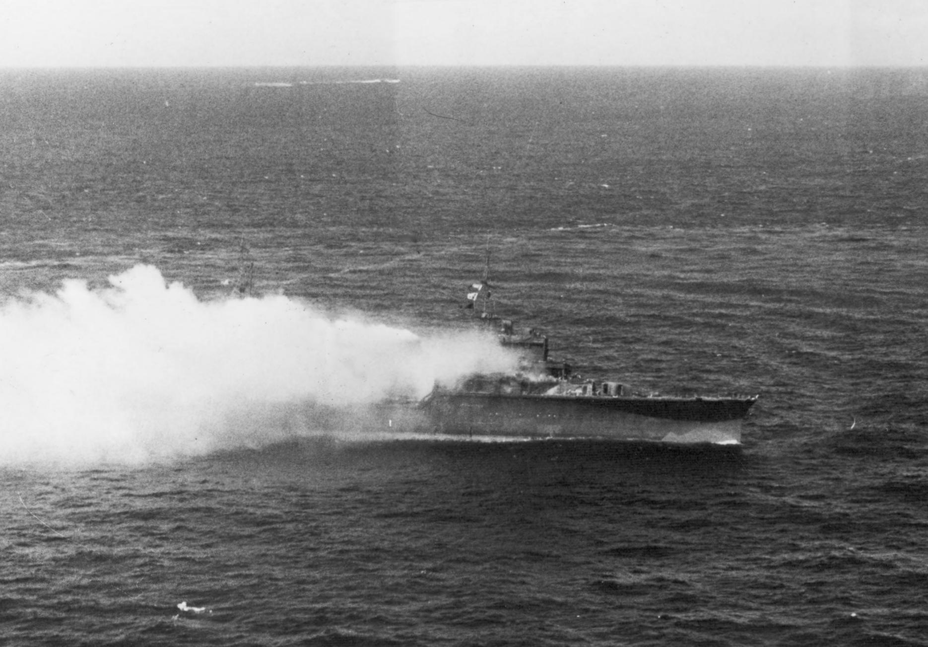 Japanese_light_cruiser_Katori_burning_of