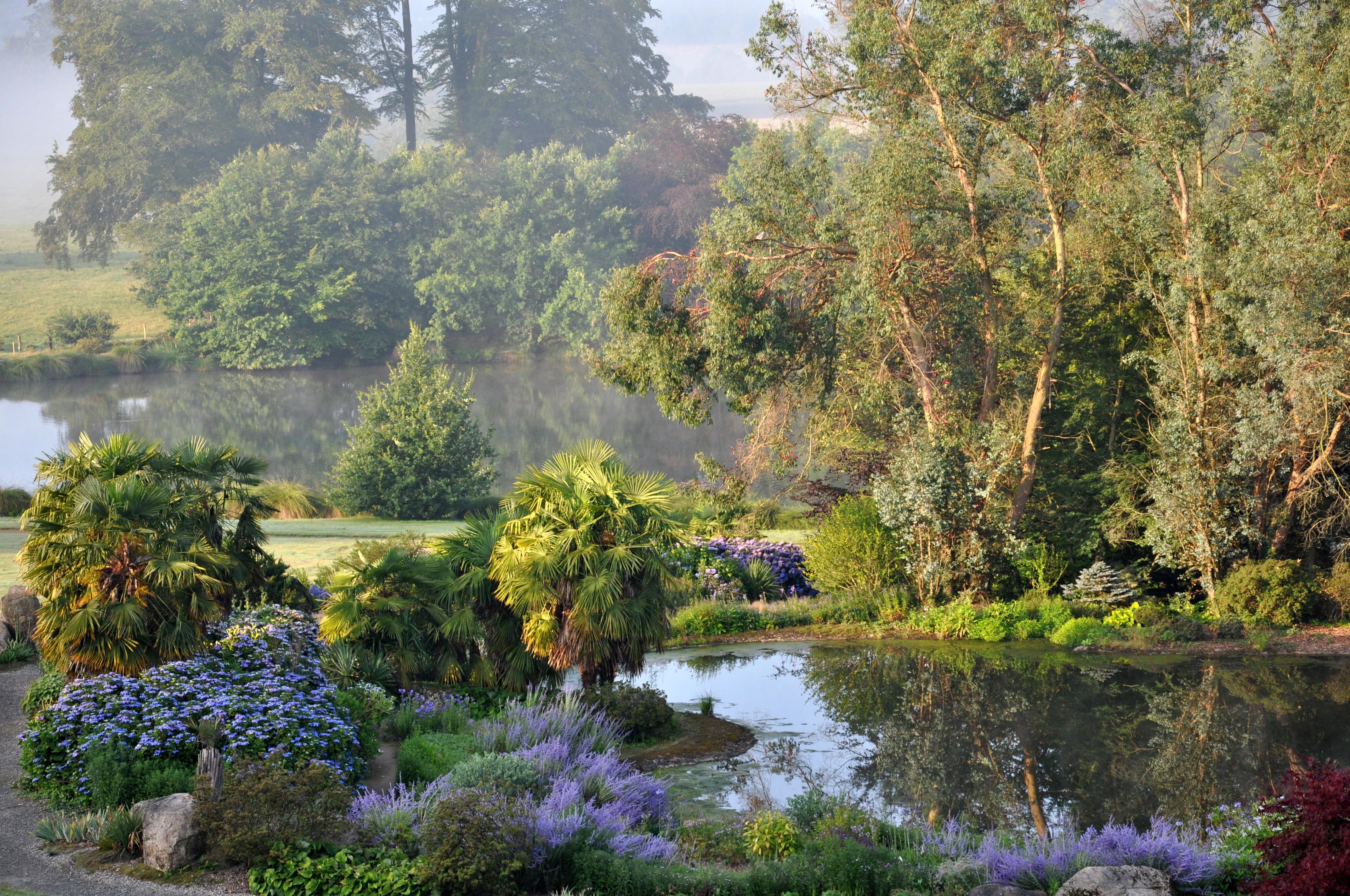 File jardin de la source bleue jpg wikimedia commons for Au jardin de la nymphe bleue