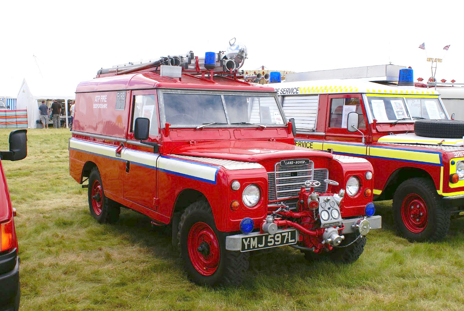 Jeep Truck >> File:Land Rover Fire Truck (2621972802).jpg - Wikimedia Commons