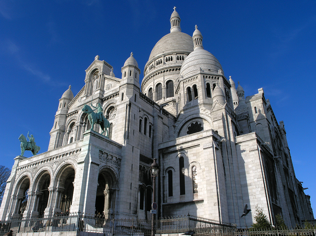 http://upload.wikimedia.org/wikipedia/commons/d/d5/Le_sacre_Coeur_bordercropped.jpg