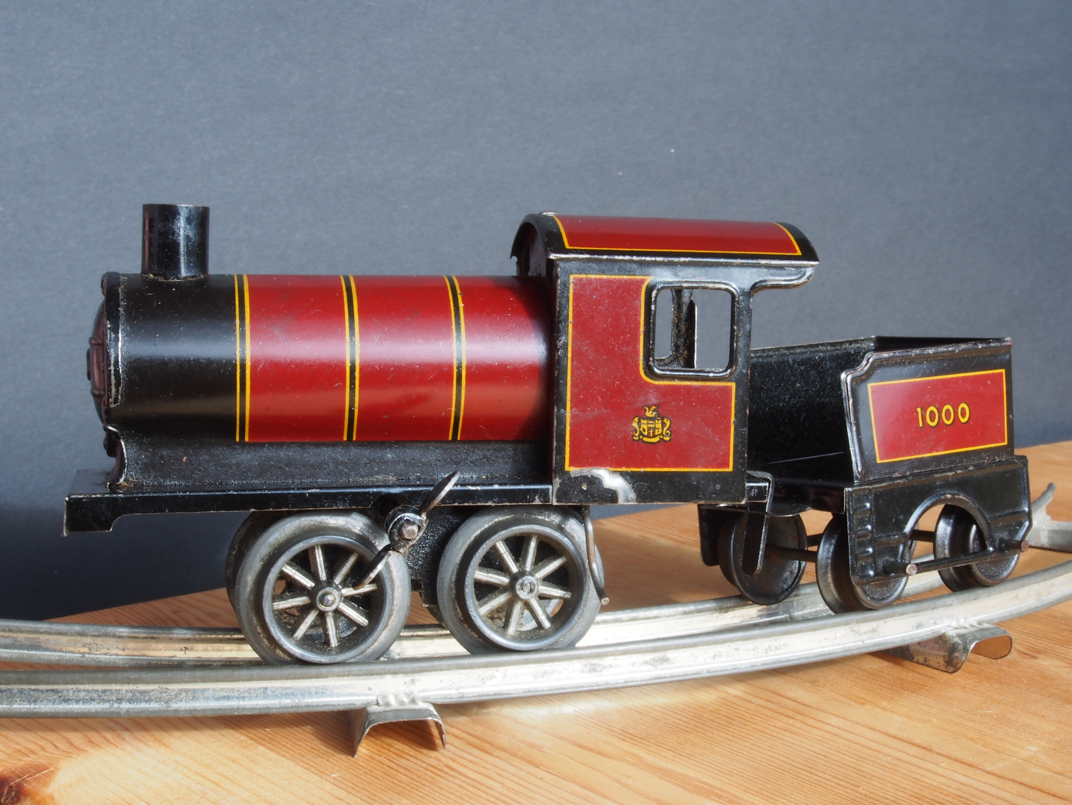 Made in Germany Tin clockwork toy train from around 1900 pic 001 4157x3120 - Er du eller dit barn vild med modeltog?