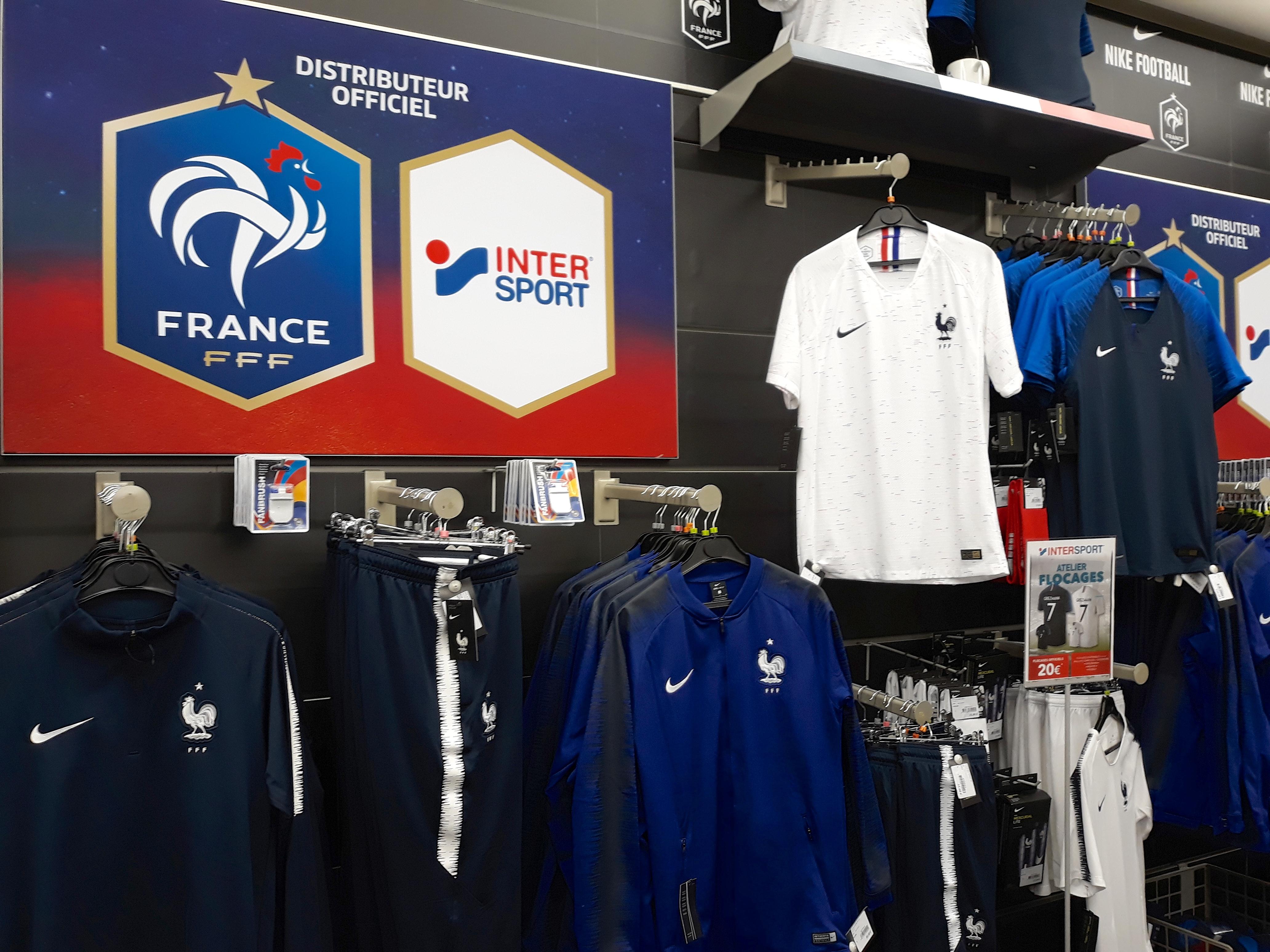 d2562111b5 Fichier:Maillots de l'équipe de France pour le Mondial 2018.jpg ...