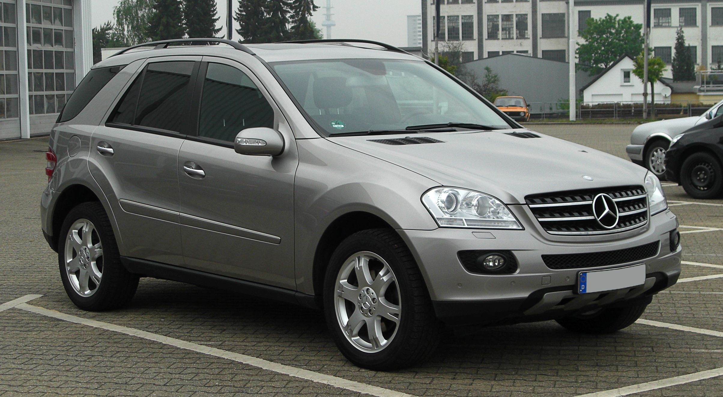 file mercedes benz ml 320 cdi 4matic w 164 frontansicht 1 27 april 2011. Black Bedroom Furniture Sets. Home Design Ideas