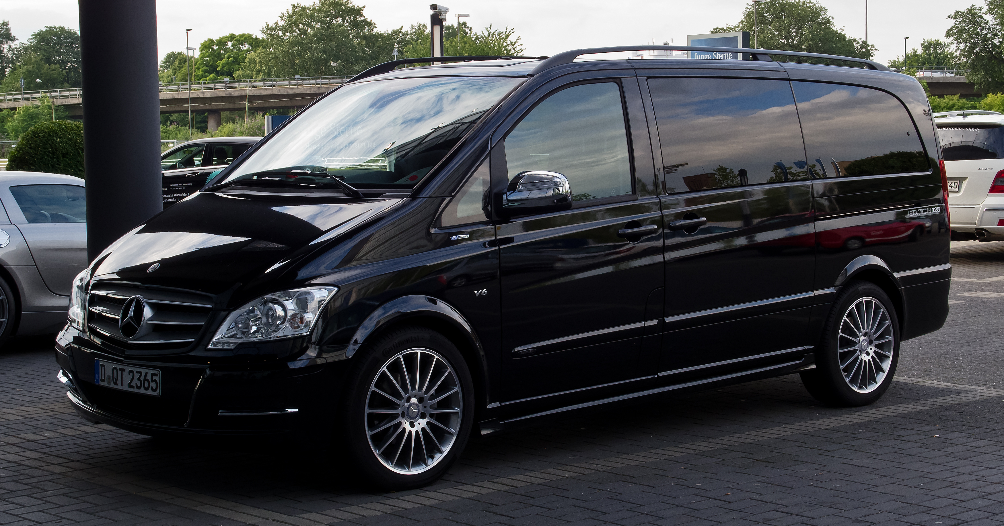 File:Mercedes Benz Viano Lang CDI 3.0 V6 BlueEFFICIENCY Avantgarde