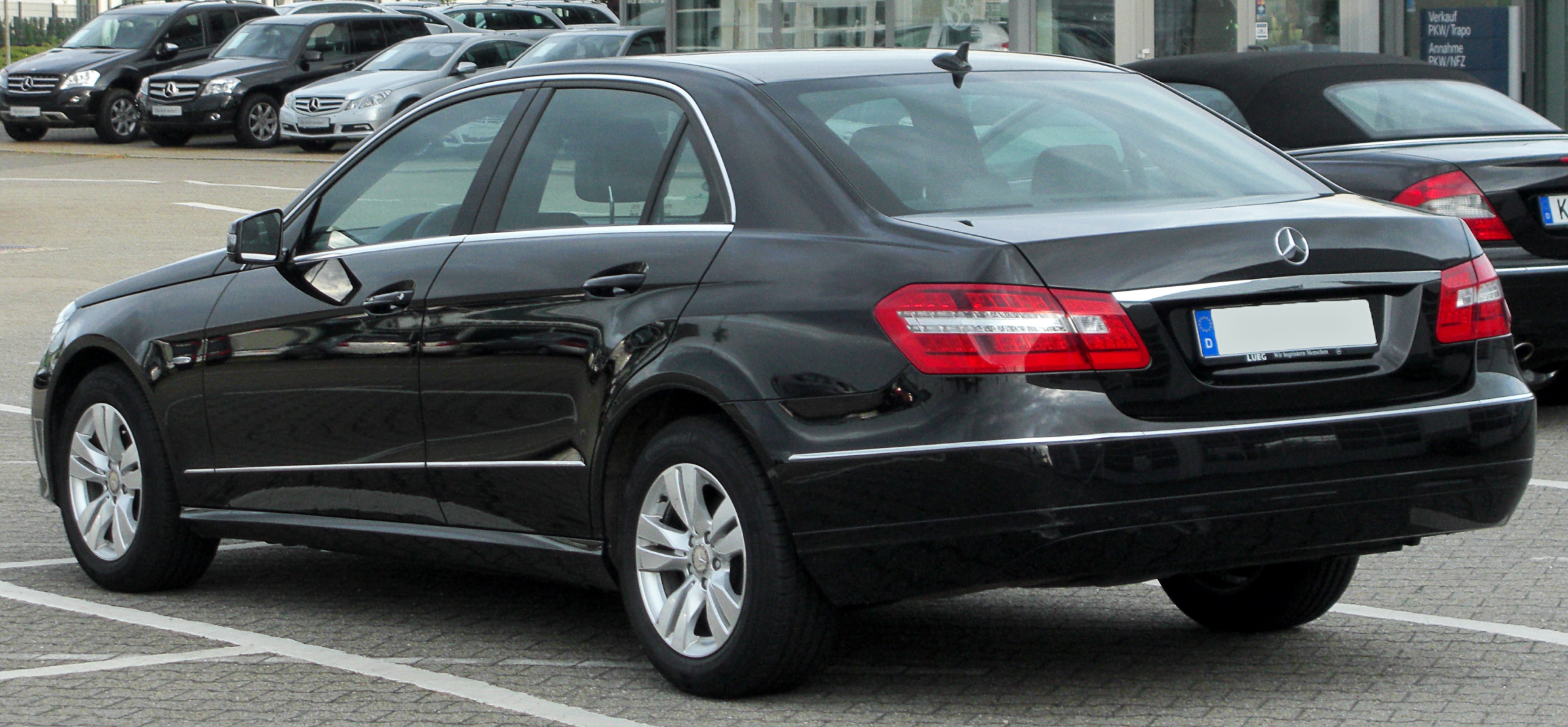 File:Mercedes E 200 CDI BlueEFFICIENCY Avantgarde (W212) rear-1 ...