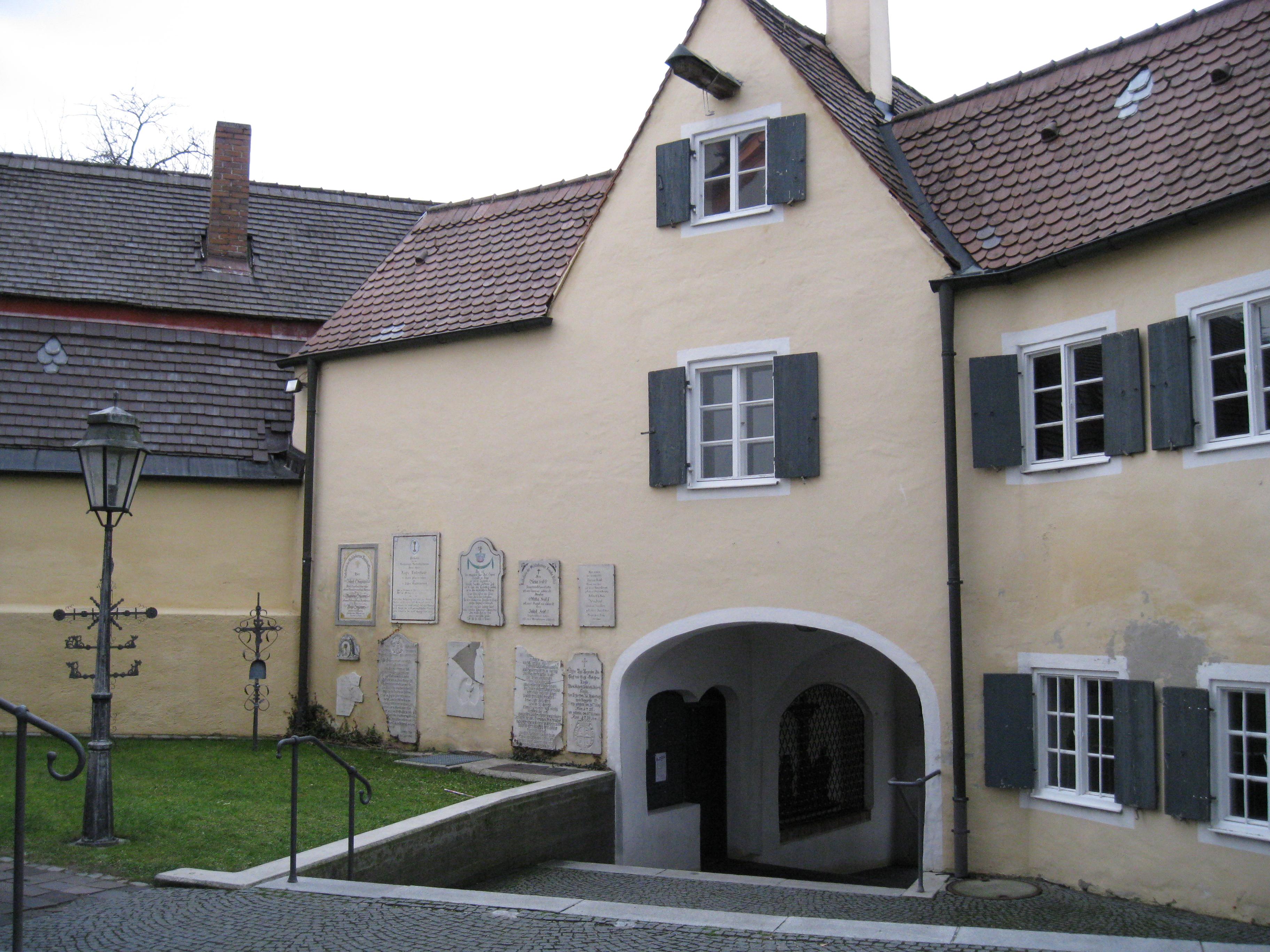 Datei:Mering Häuser an der Kirche von innen.jpg – Wikipedia