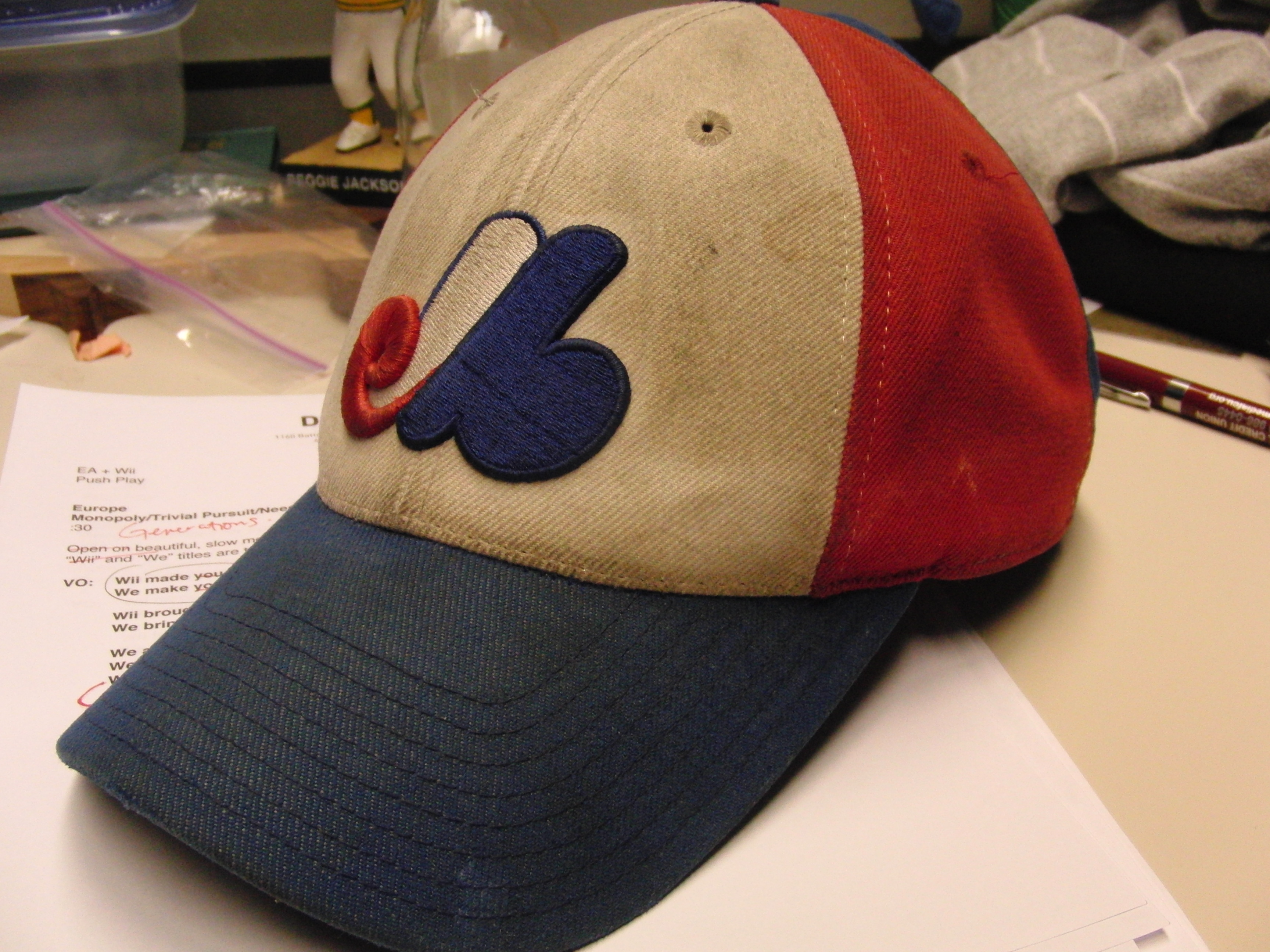 File Montreal Expos baseball cap 1969-1991.jpg - Wikimedia Commons 7aa22db9bef