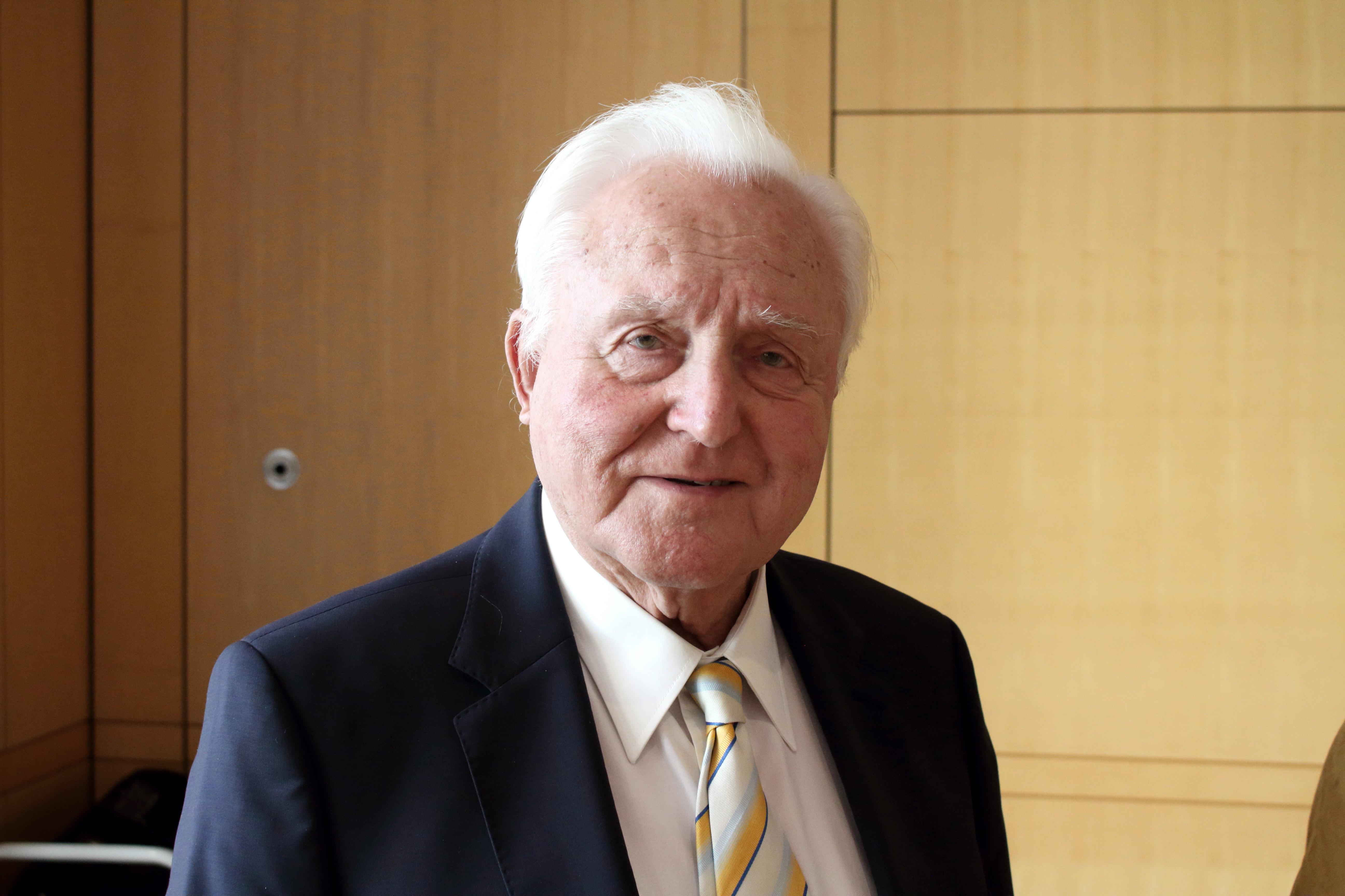 Oscar Schneider –