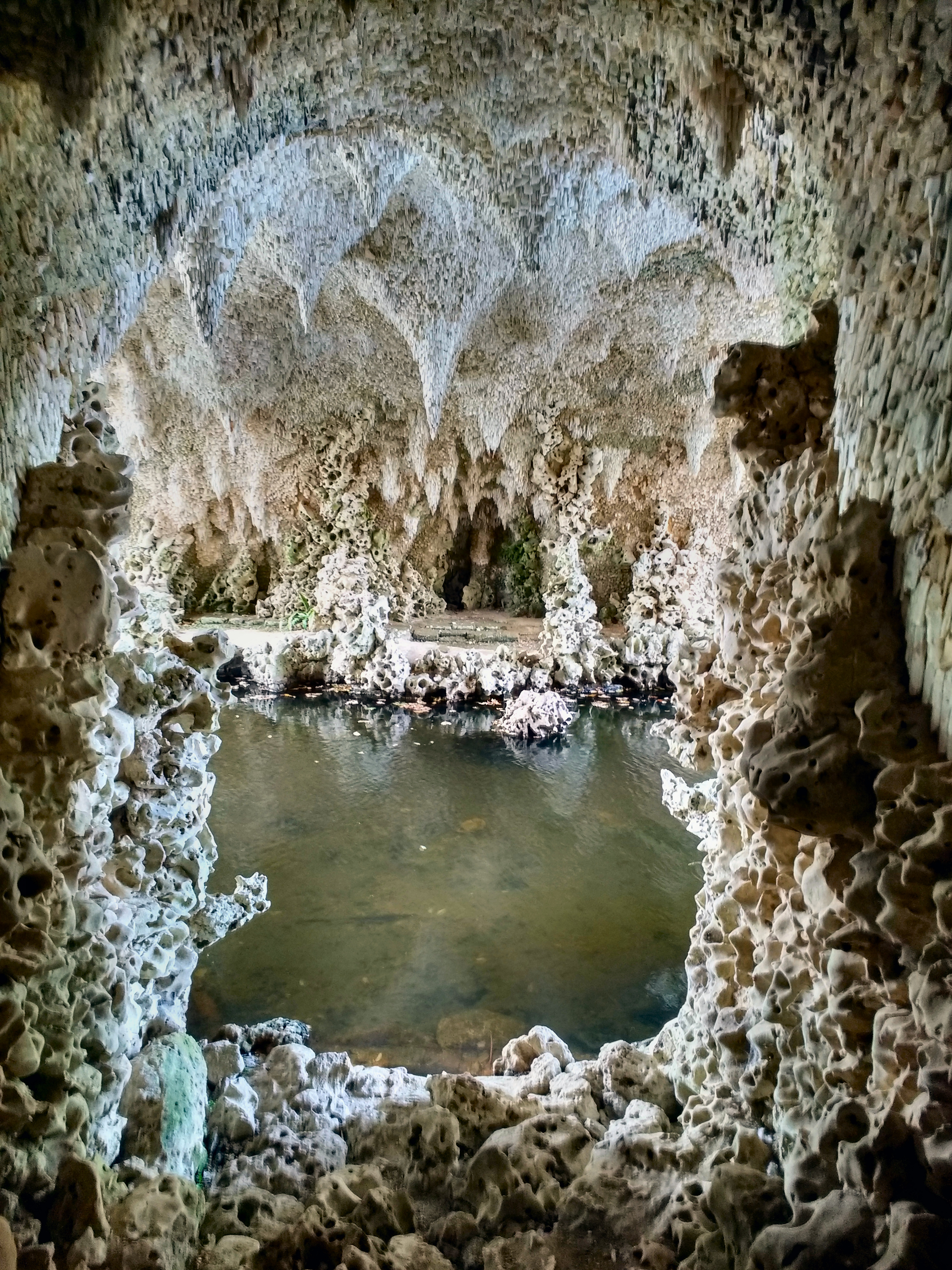 Painshill_Park_Crystal_Grotto_%27Nature%27s_Mirror%27.jpg