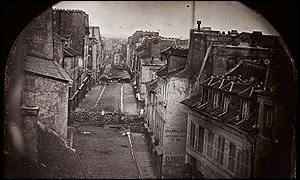 Barricadasdurante las revueltas de junio de 1848 en París, en undaguerrotipode la época.
