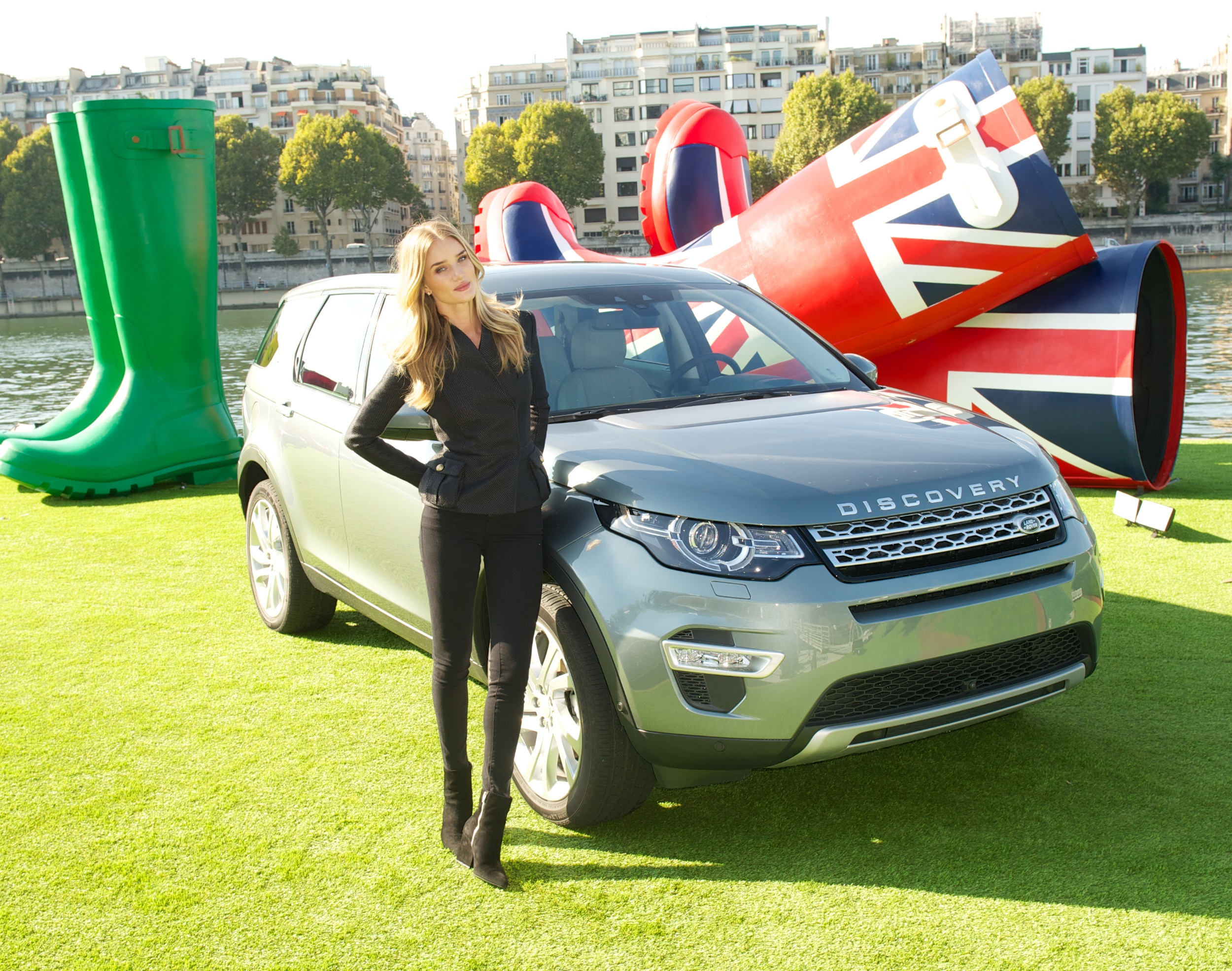 file paris motor show 2014 land rover discovery sport wikipedia. Black Bedroom Furniture Sets. Home Design Ideas