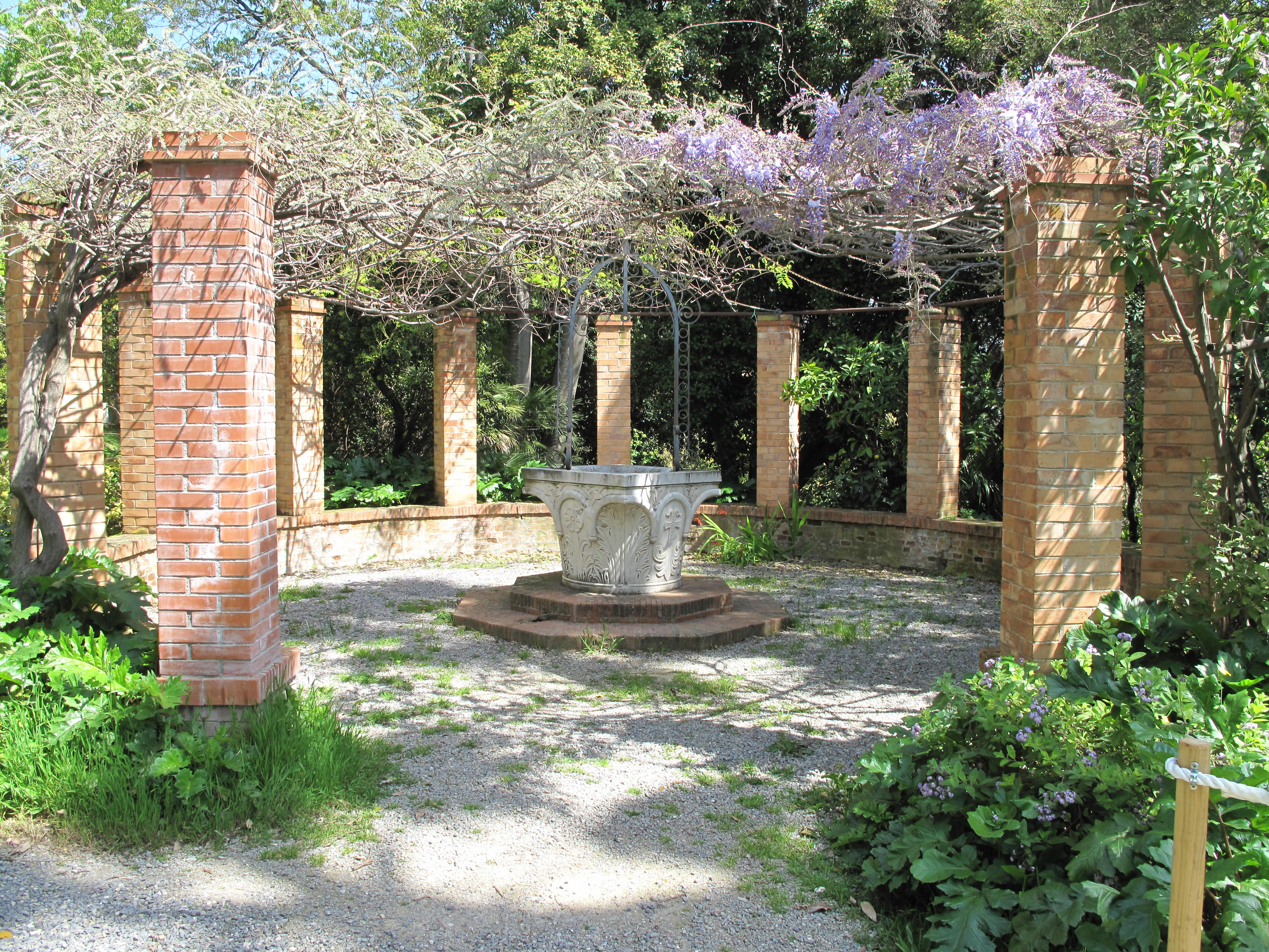 File:Pergola in the Hanbury gardens.jpg - Wikimedia Commons