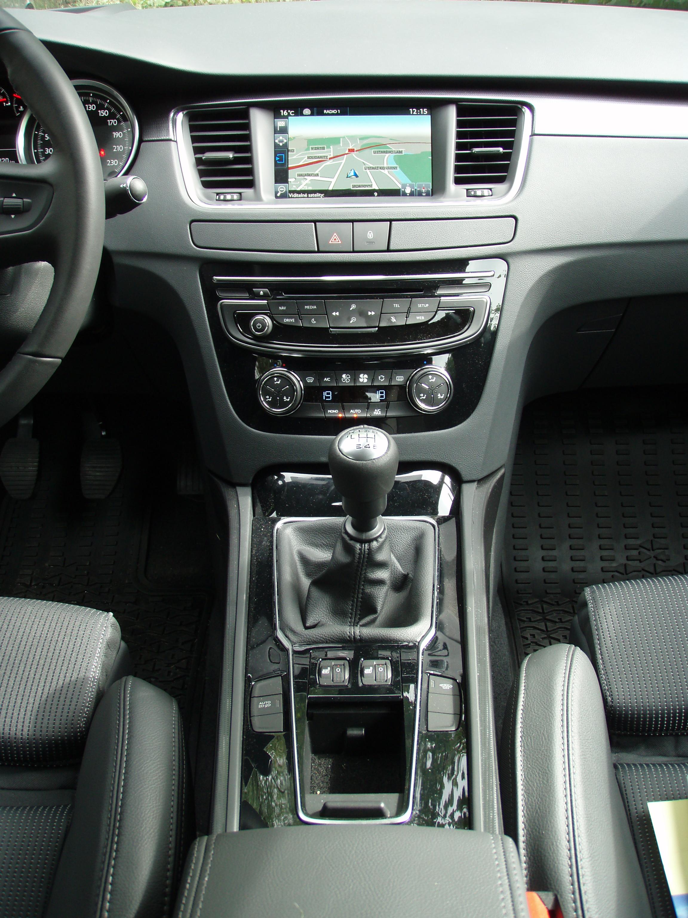 Peugeot 508 2014 interior images galleries with a bite - Interior peugeot 508 ...