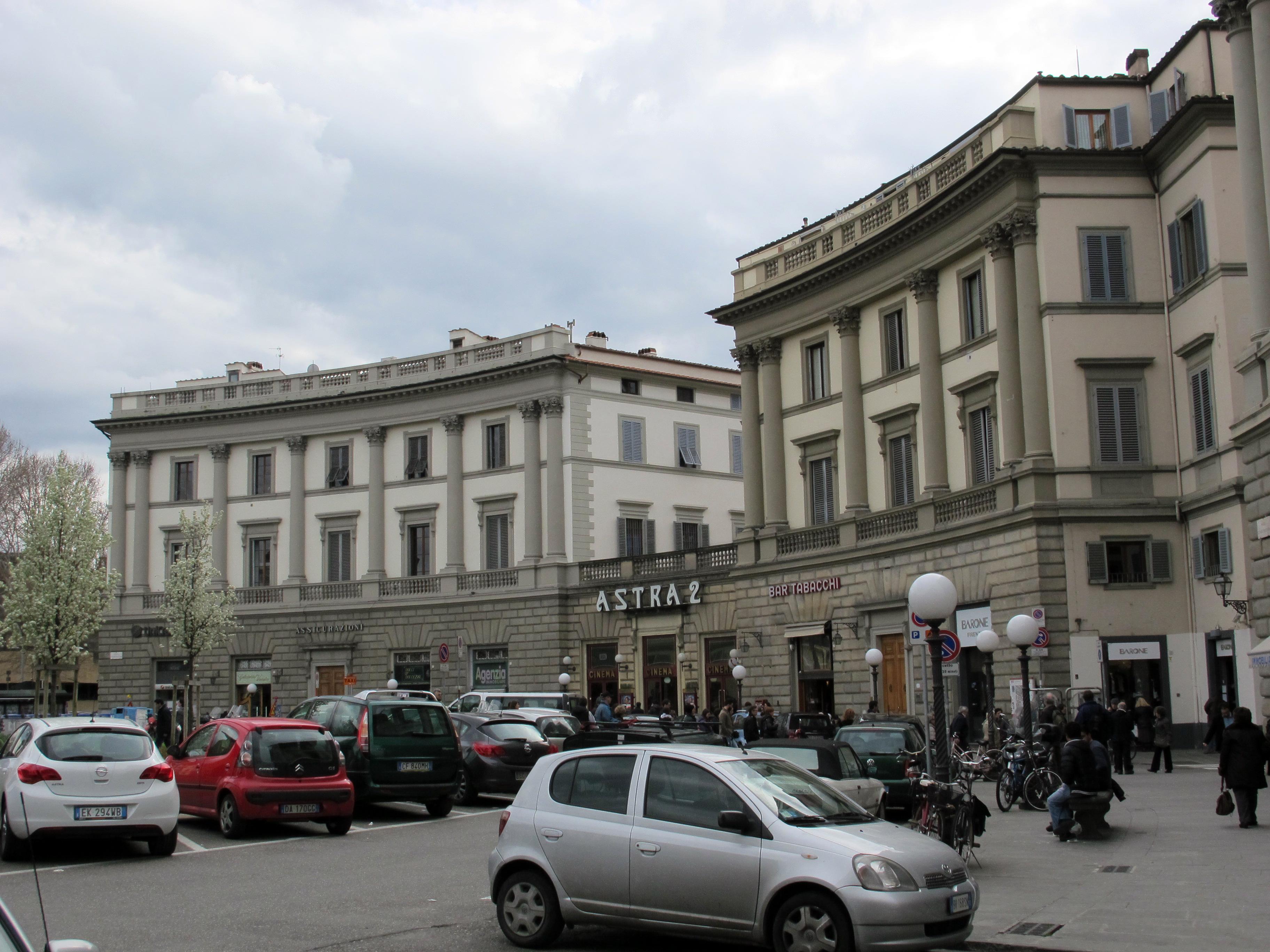 File piazza beccaria edifici 01 jpg wikipedia for Piazza beccaria