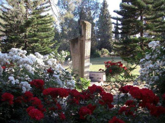 אנדרטה לזכר חללי מלחמת השחרור בקיבוץ גת