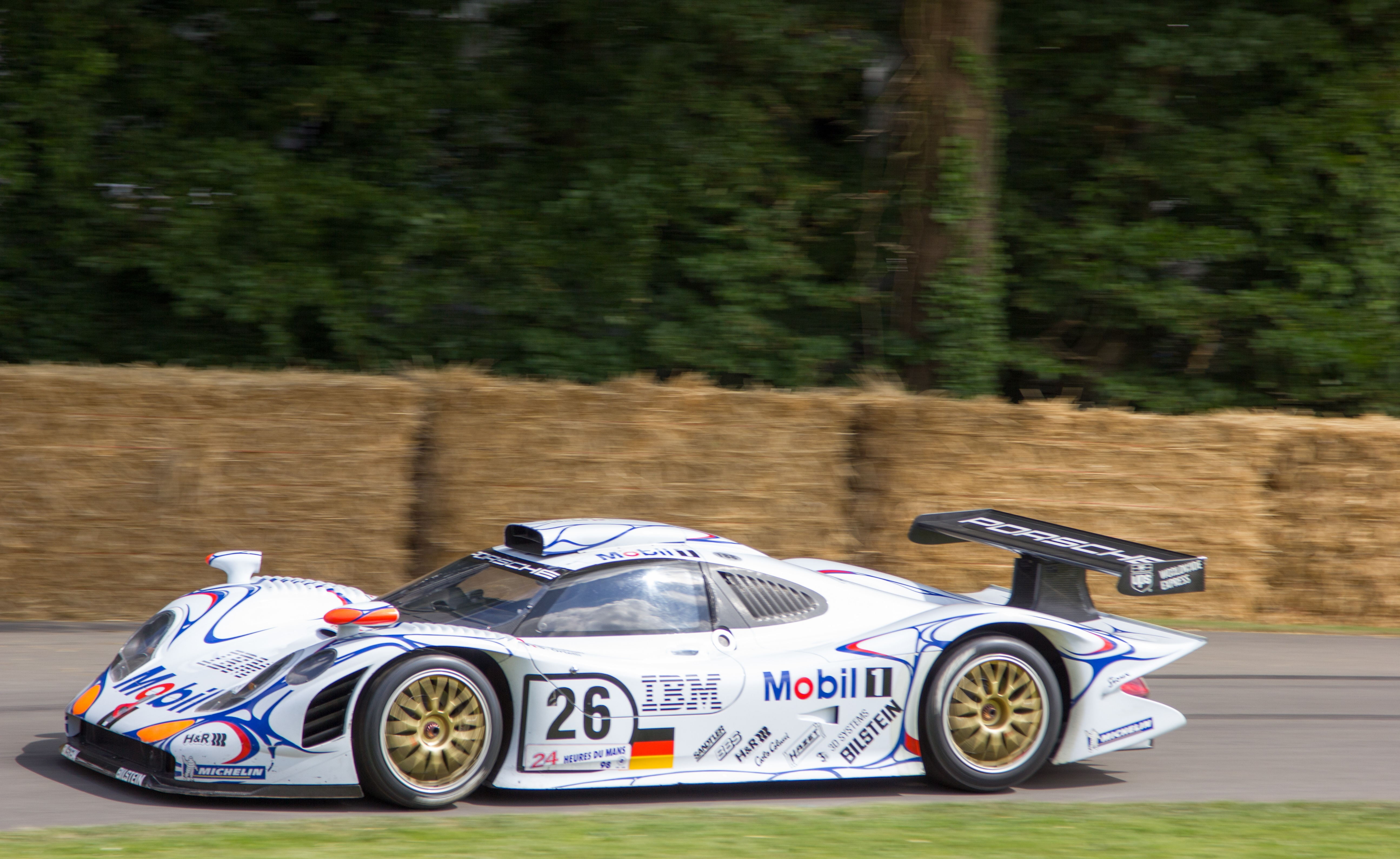 file porsche 911 gt1 98 at goodwood 2014 wikimedia commons. Black Bedroom Furniture Sets. Home Design Ideas