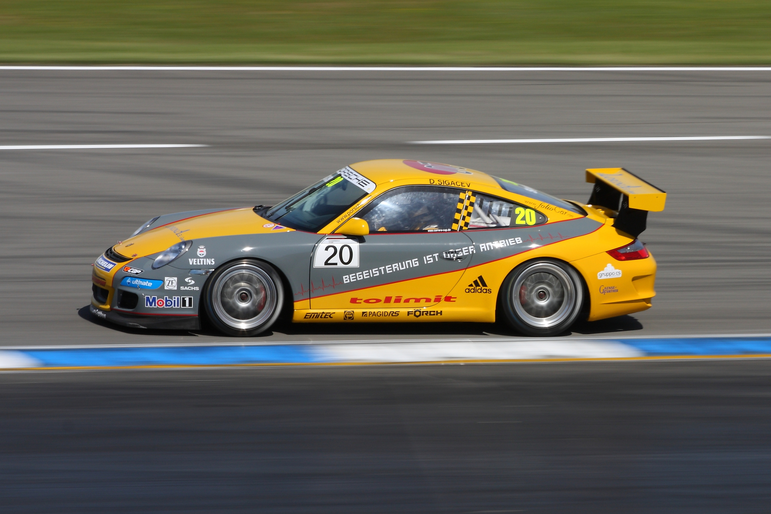 File:Porsche race car 2009 Sigacev.jpg - Wikimedia Commons