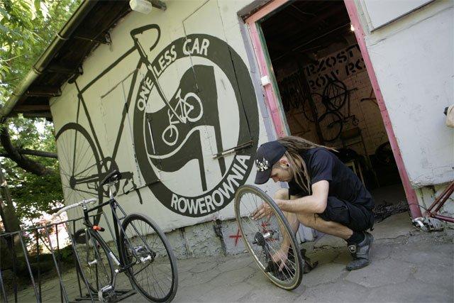 File:Rozbrat rowerownia.jpg
