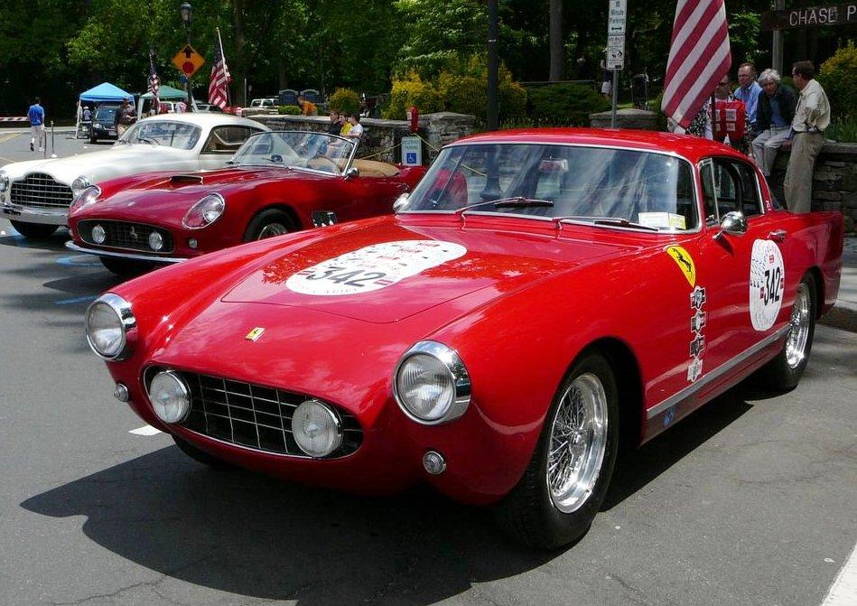 http://upload.wikimedia.org/wikipedia/commons/d/d5/SC06_Ferrari_195_Inter_250_GT_California_Spyder_and_250_GT_Boano.jpg