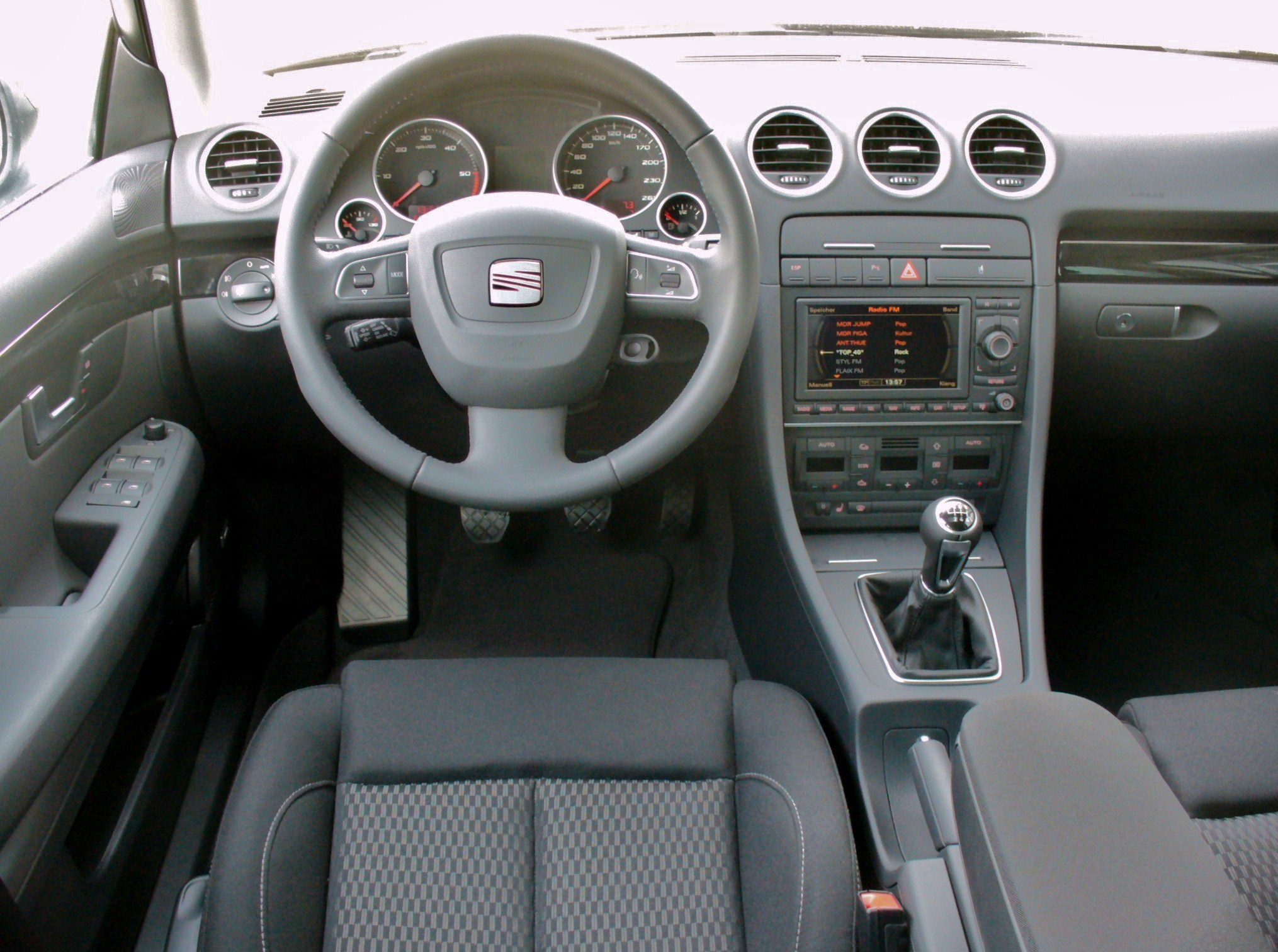 Datei seat exeo st 2 0 tdi sport magicoschwarz interieur for Interieur wikipedia