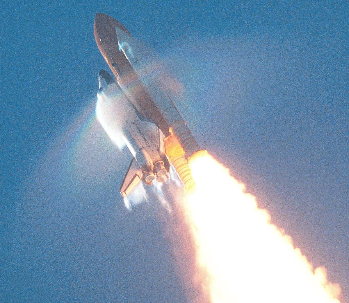 http://upload.wikimedia.org/wikipedia/commons/d/d5/Shuttle_atlantis_launching_breaking_sound_barrier.jpg