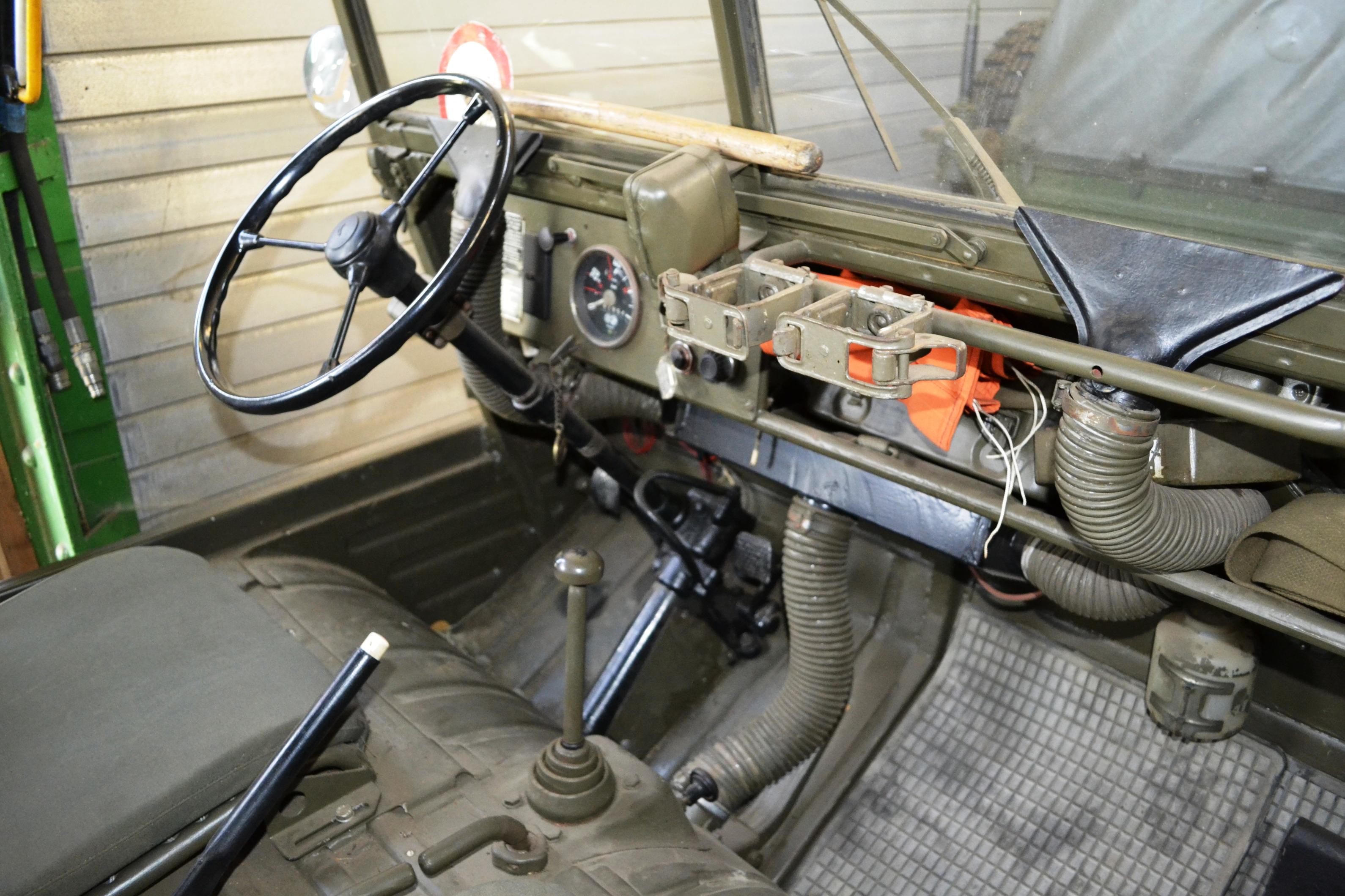 File Steyr Puch Haflinger Inside Jpg Wikimedia Commons