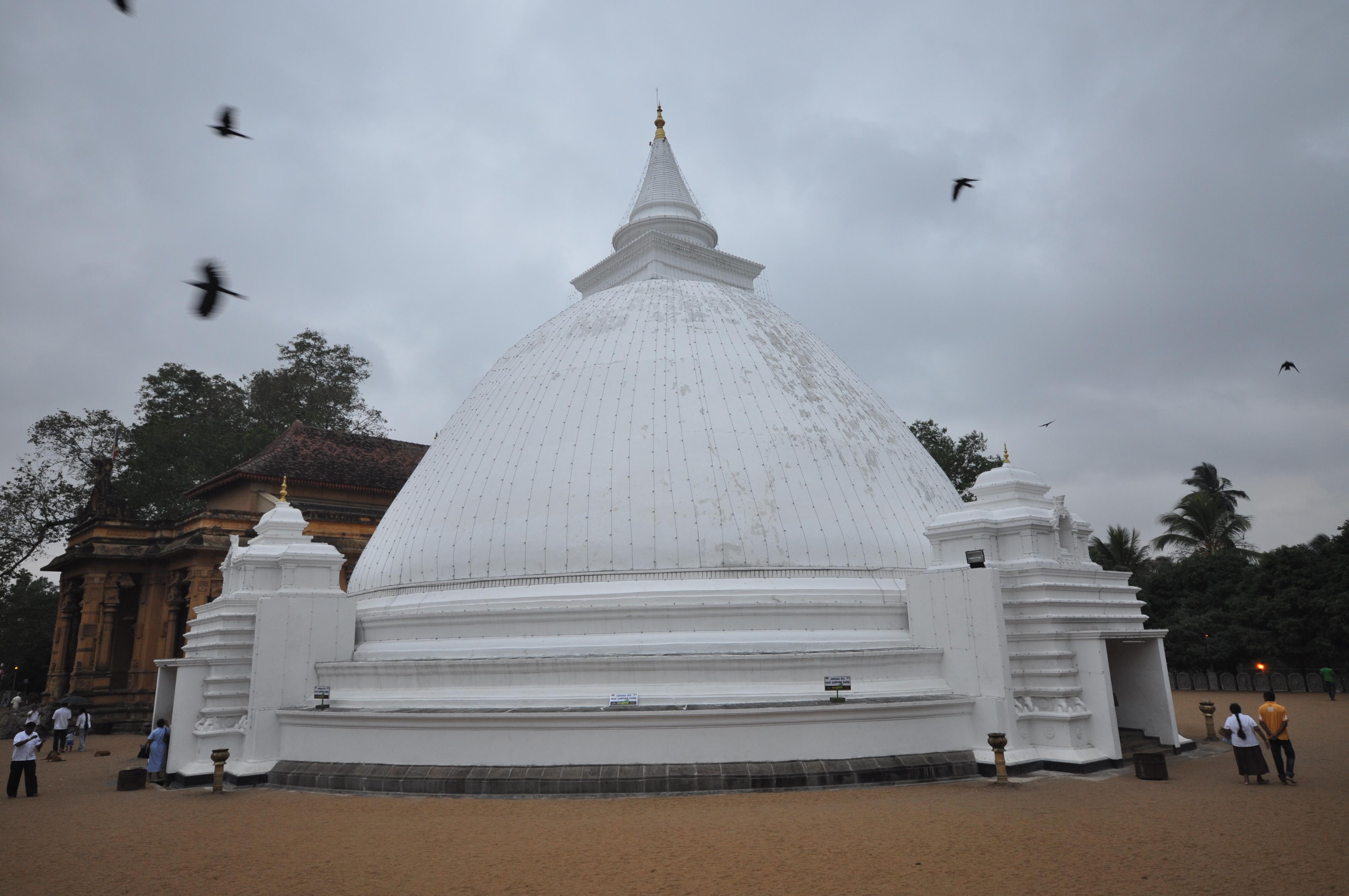 Stupa Kelaniya Temple %28Kelaniya Raja Maha Vihara%29 %285439935993%29