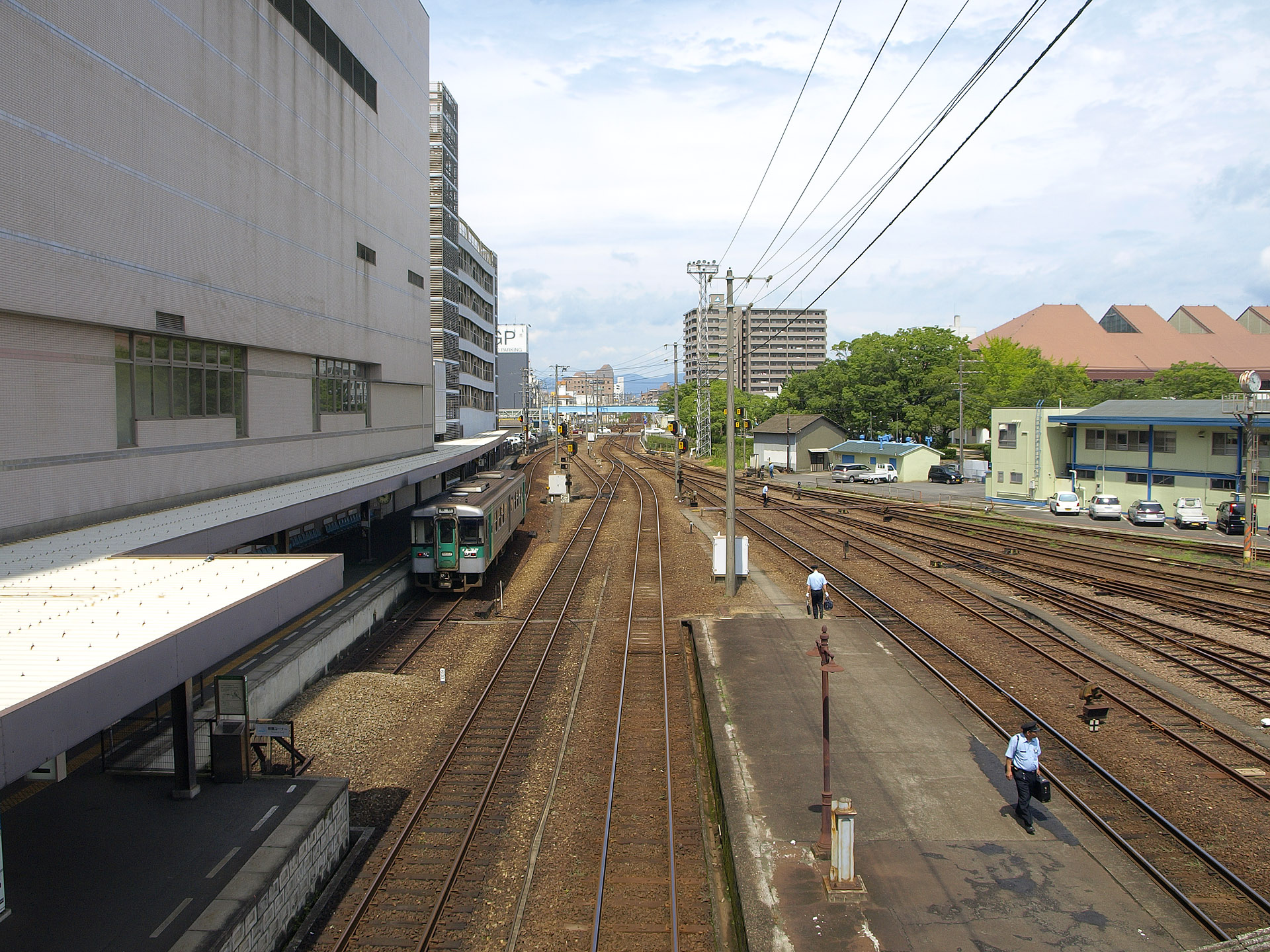 ファイル:Tokushima Railway Station (west view).jpg