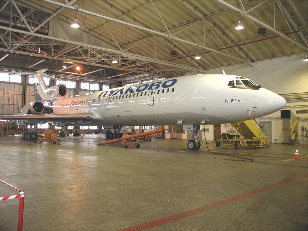 https://upload.wikimedia.org/wikipedia/commons/d/d5/Tupolev_Tu-154M%2C_Pulkovo_Airlines_AN0213765.jpg