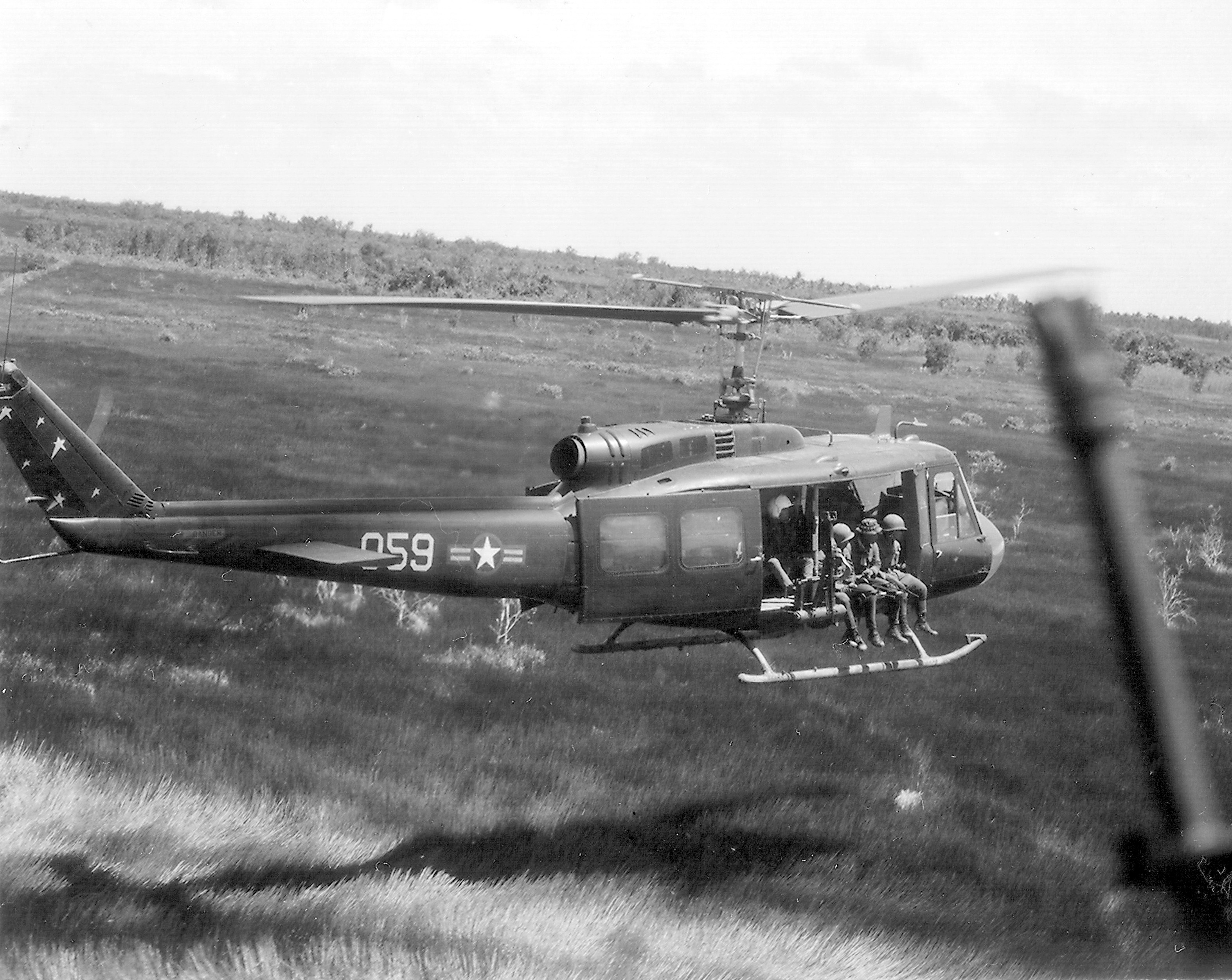 Helicoptero Bell UH-1 Huey UH-1combatmission1970