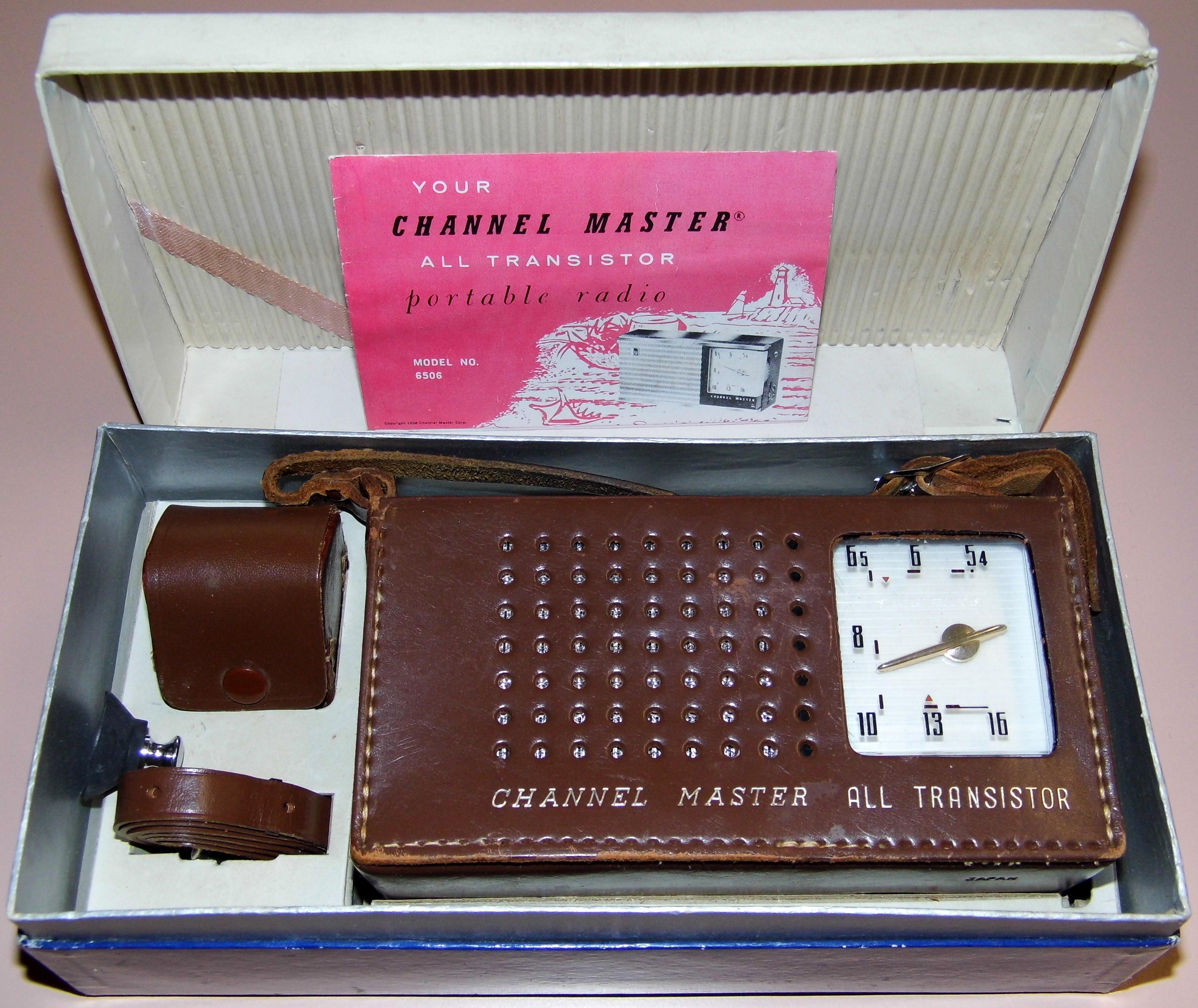 File:Vintage Channel Master 6 Transistor Radio, Model 6506