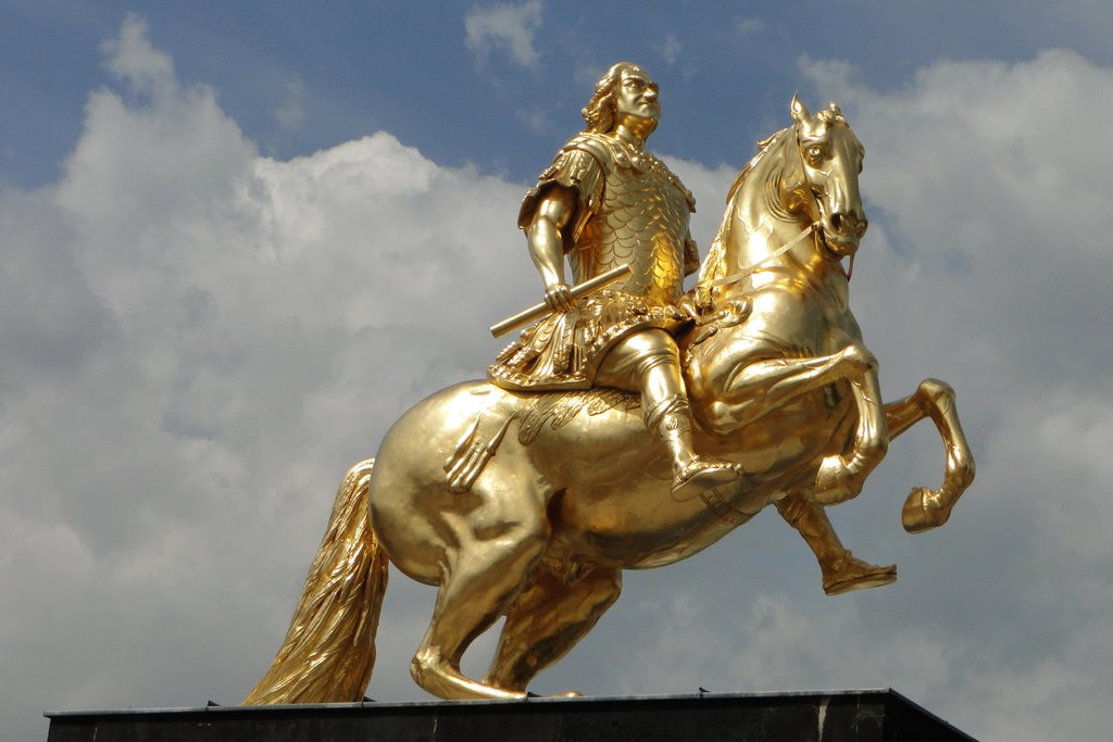 Файл:Памятник Августу.jpg