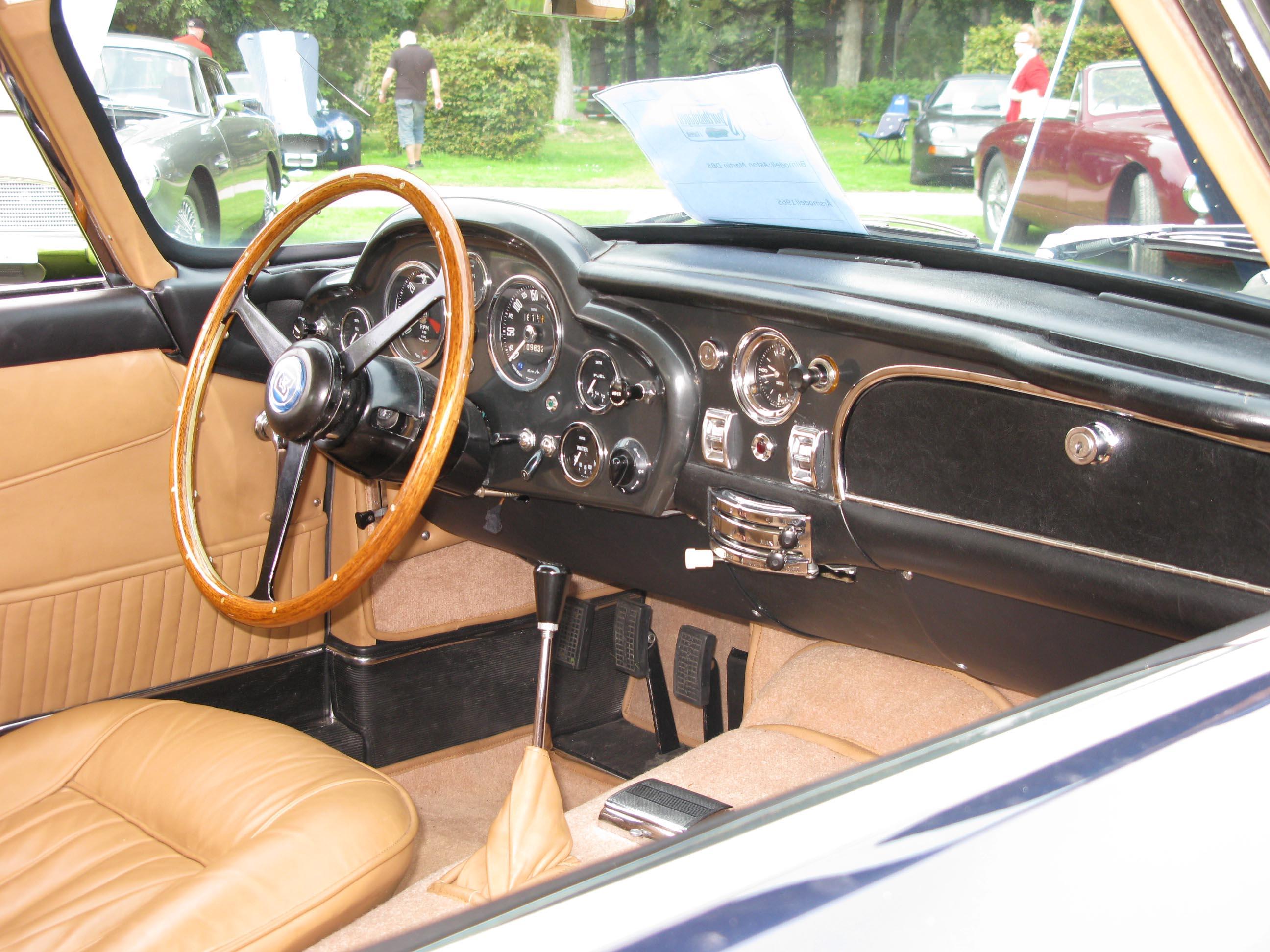 File 1965 Aston Martin Db5 Dash Jpg Wikimedia Commons