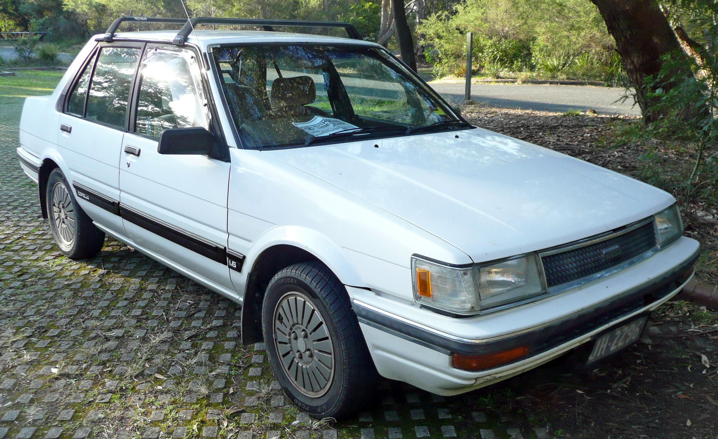 file 1986 1989 toyota corolla ae82 csx sedan 01 jpg wikimedia rh commons wikimedia org 2015 Toyota Corolla 2007 Toyota Corolla