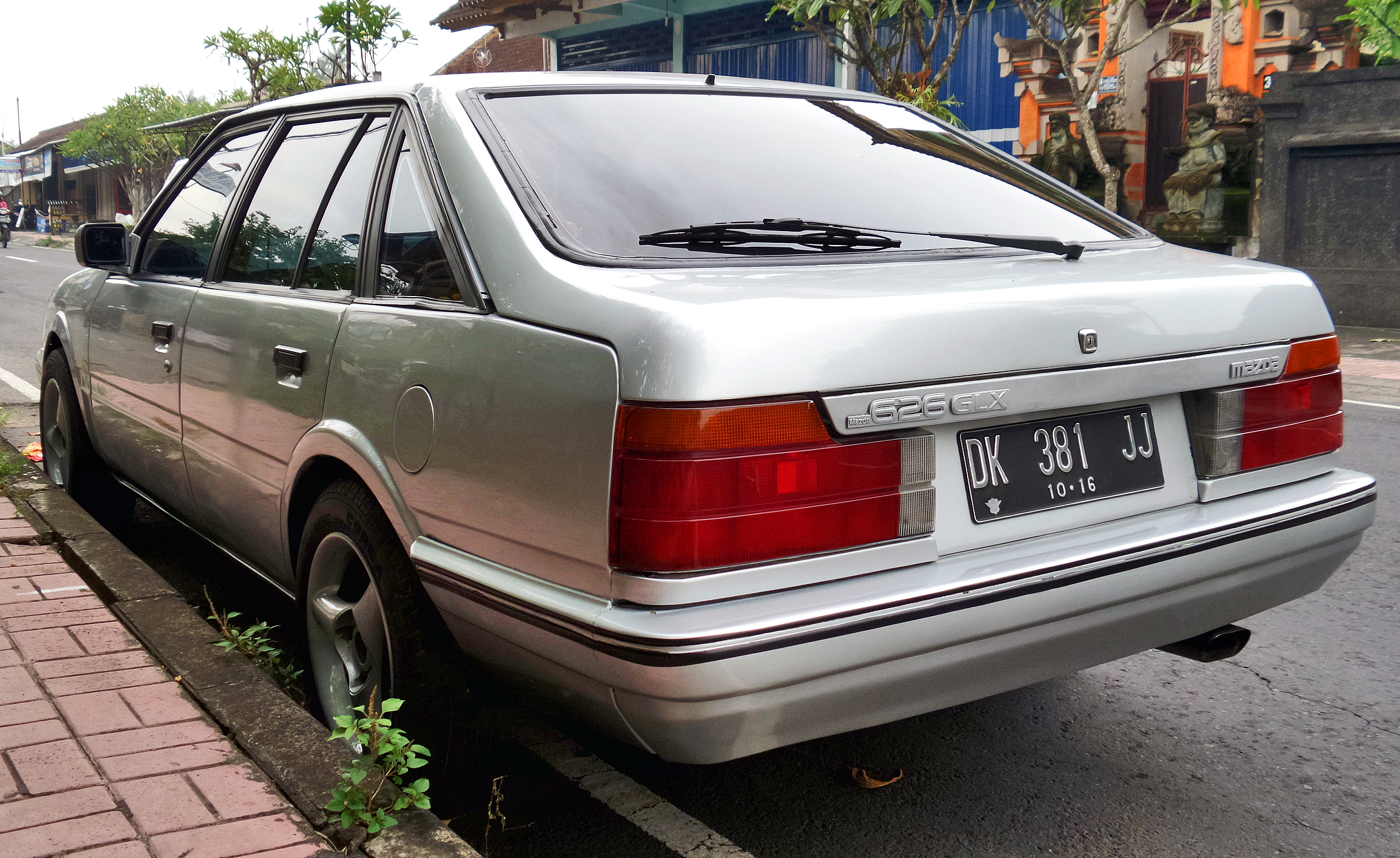 File:1986 Mazda 626 GLX (GC) hatchback (rear), wati.jpg ...