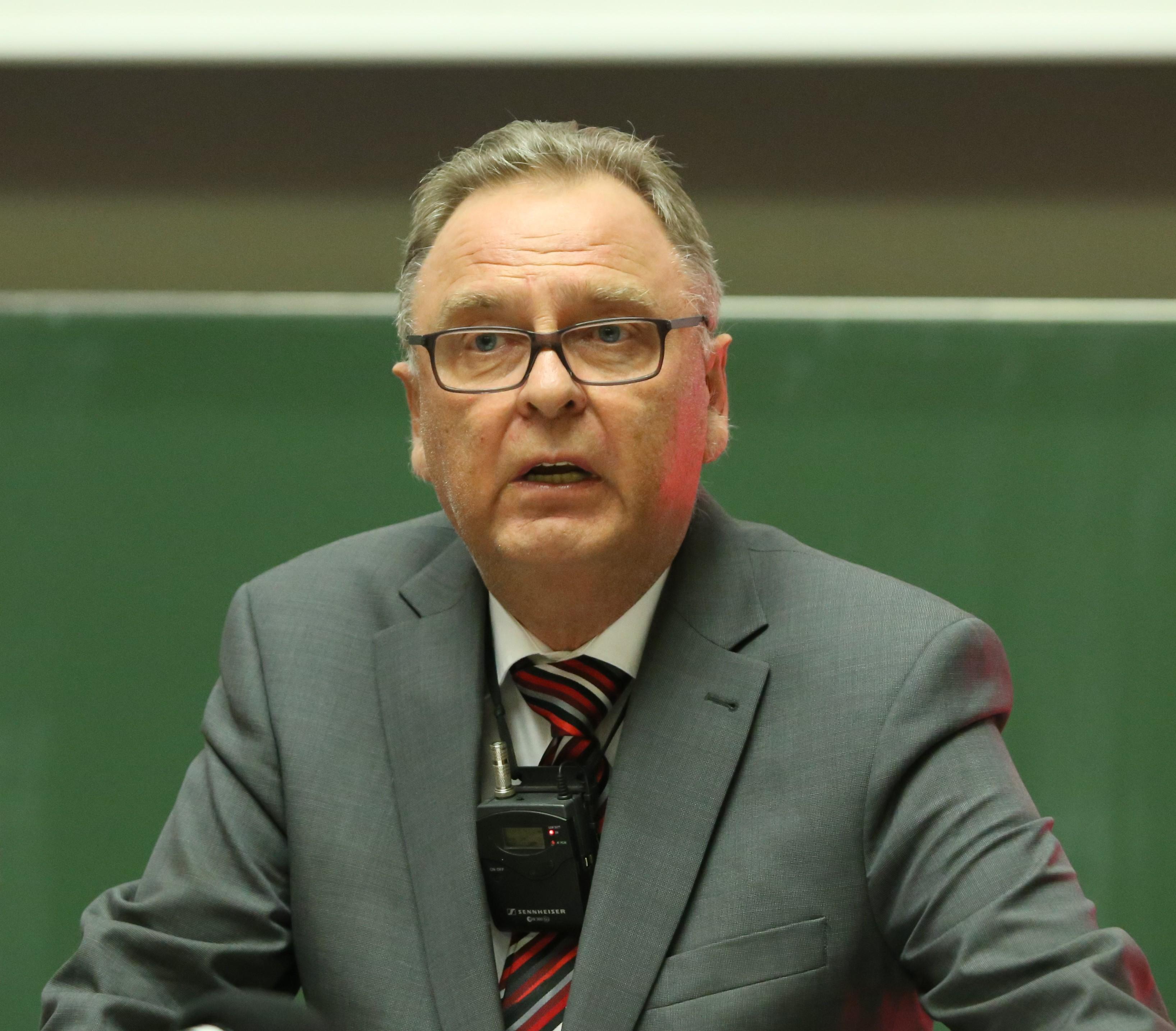 Hans-Jürgen Papier giving a speech in 2014