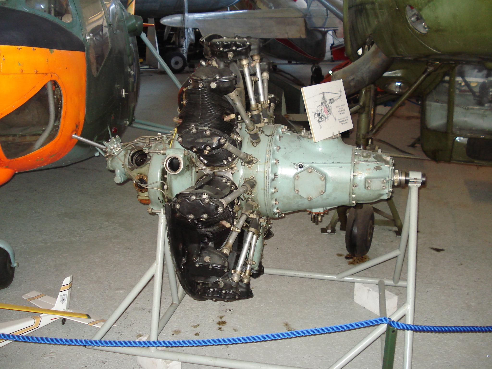 Поршневой двигатель вертолета фото