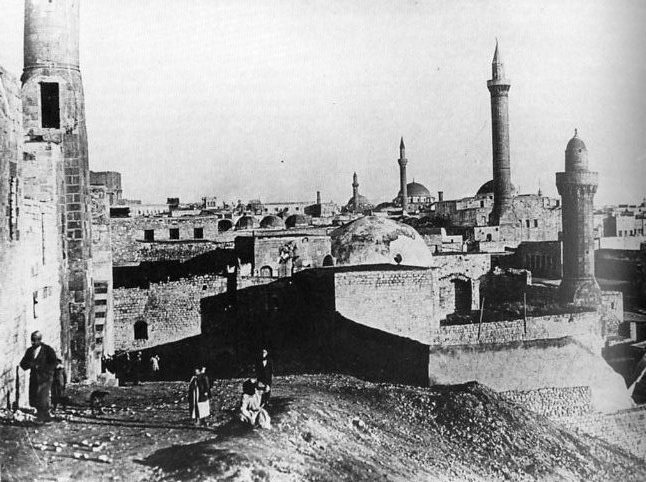 قلعة حلب الشهباء Alep_aleppo_citadel_mosque_1900.jpg