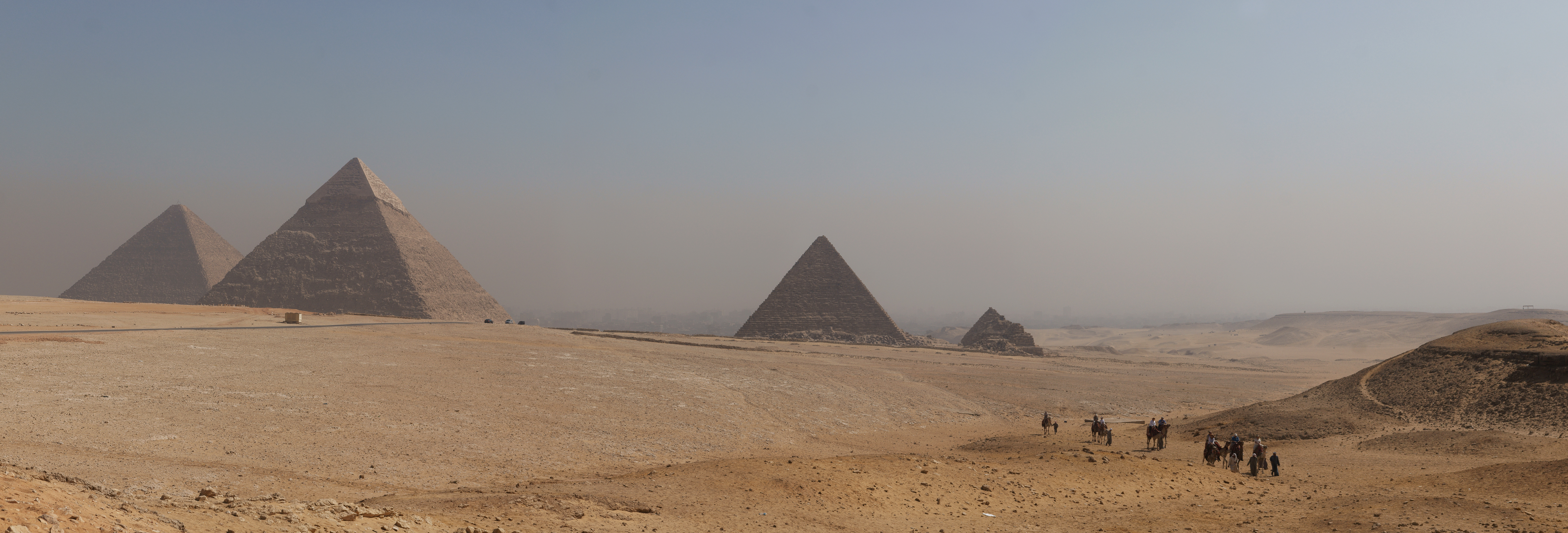 English: Panorama of All pyramids of Giza.