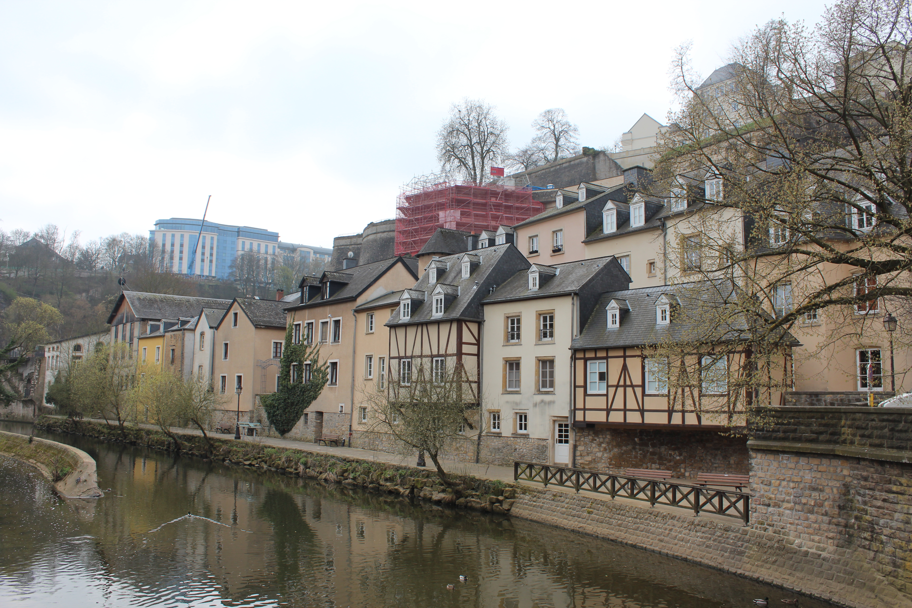 File alzette with houses in r st ulric luxembourg grund for Luxembourg homes