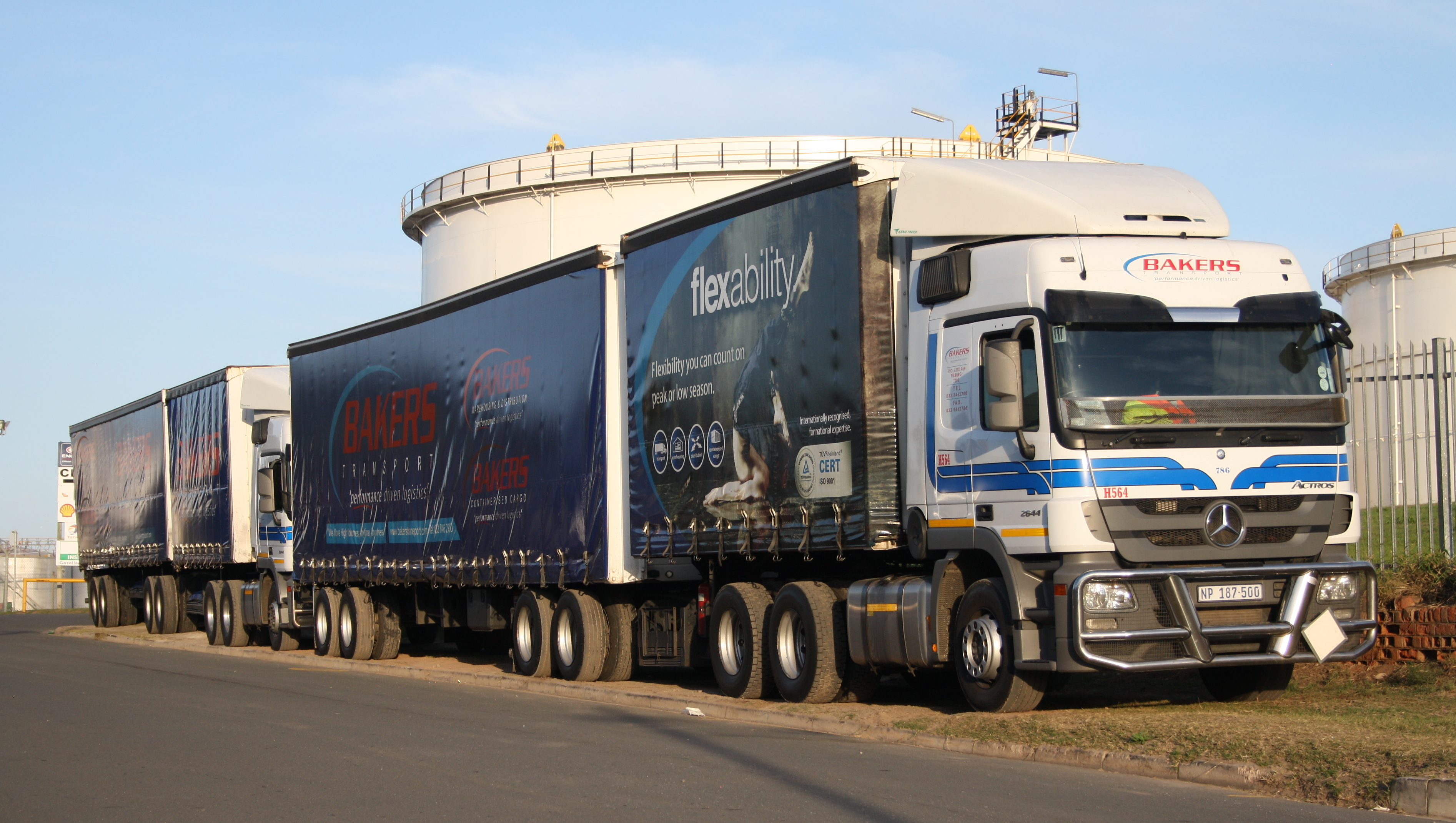 File:Bakers Transport Mercedes Benz Actros 2644 (17421546780).jpg
