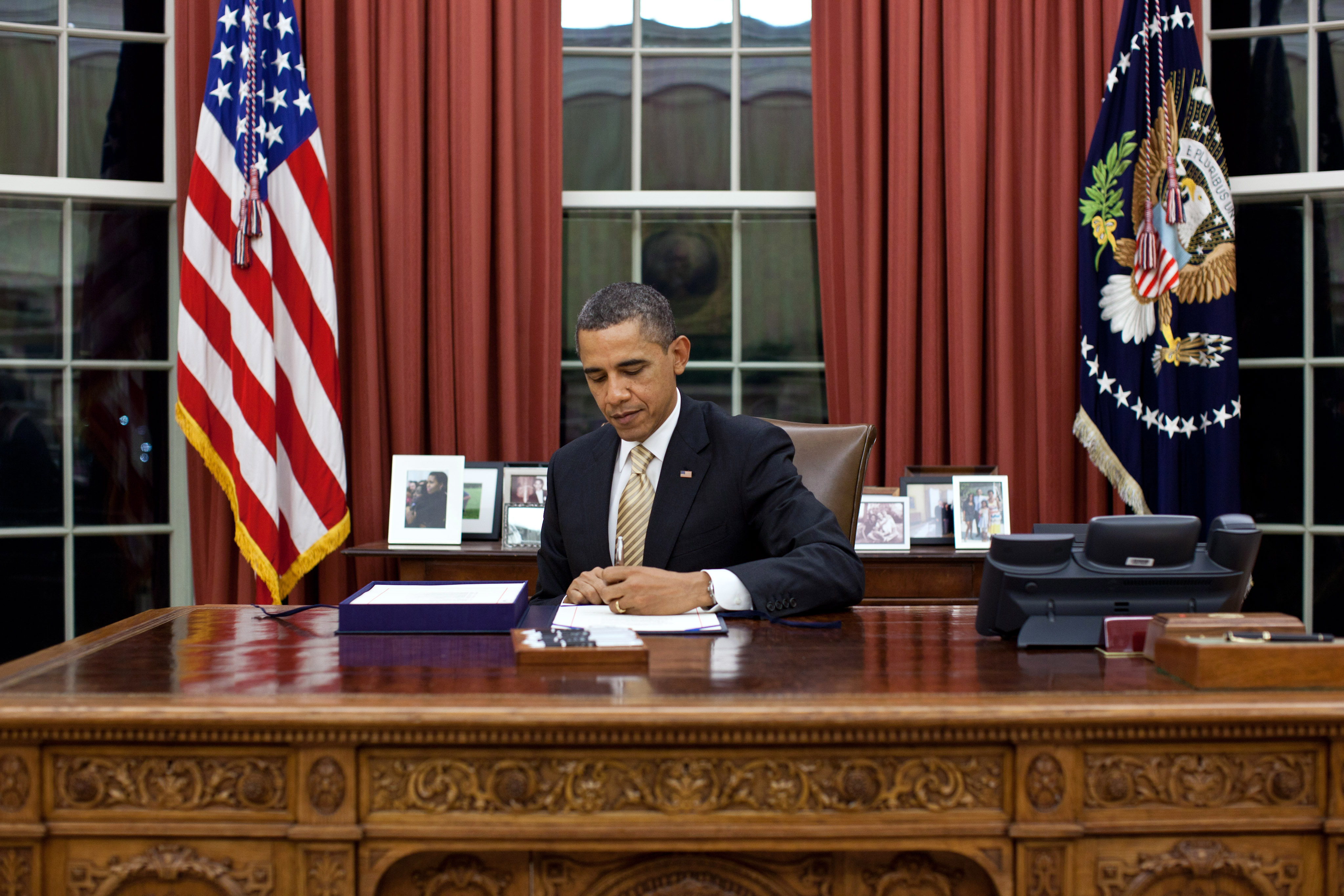 Oval Office Gold Curtains File Barack Obama Signs Hr 3630 Jpg Wikimedia Commons