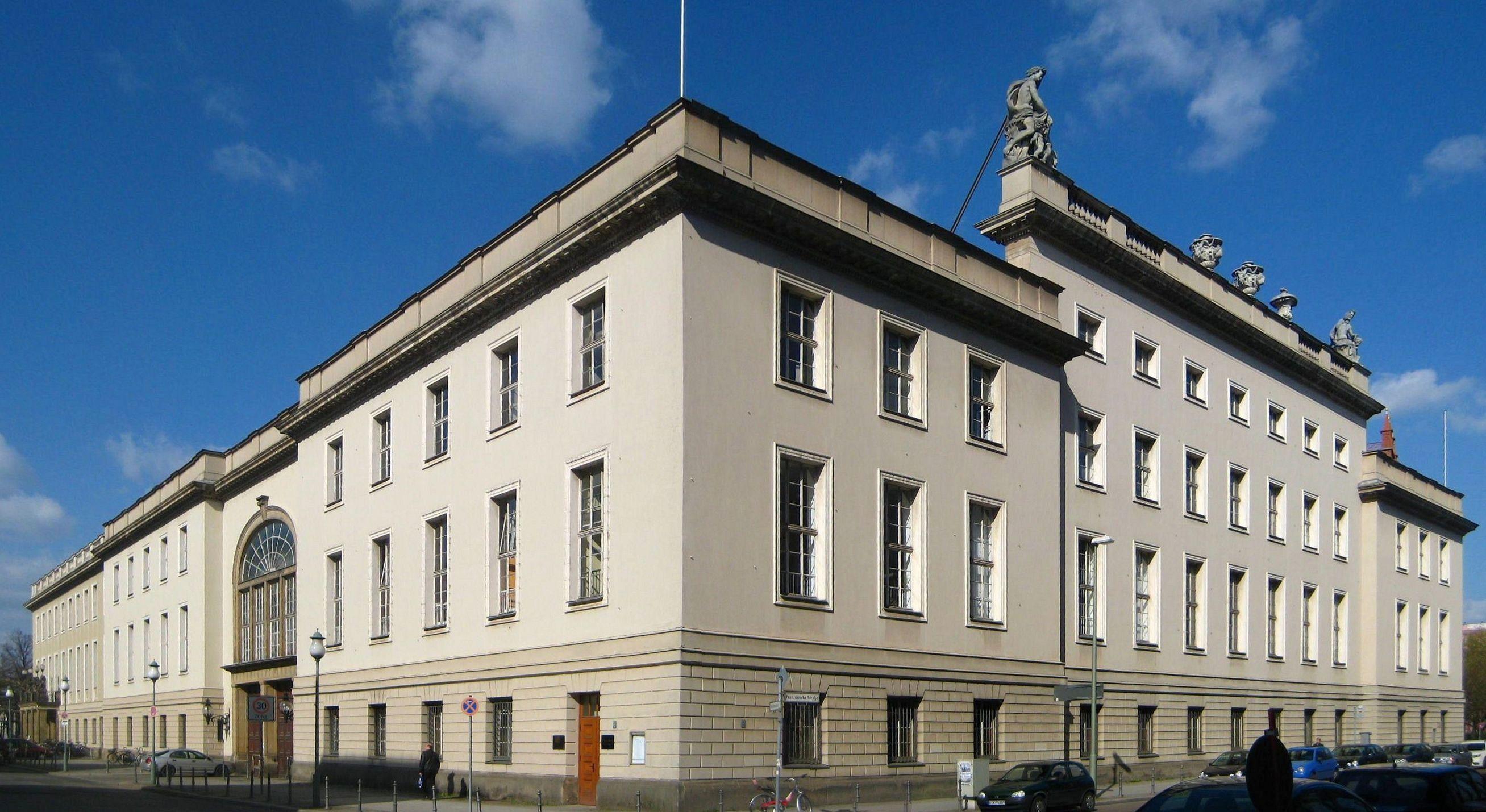 File:Berlin, Mitte, Hinter der Katholischen Kirche