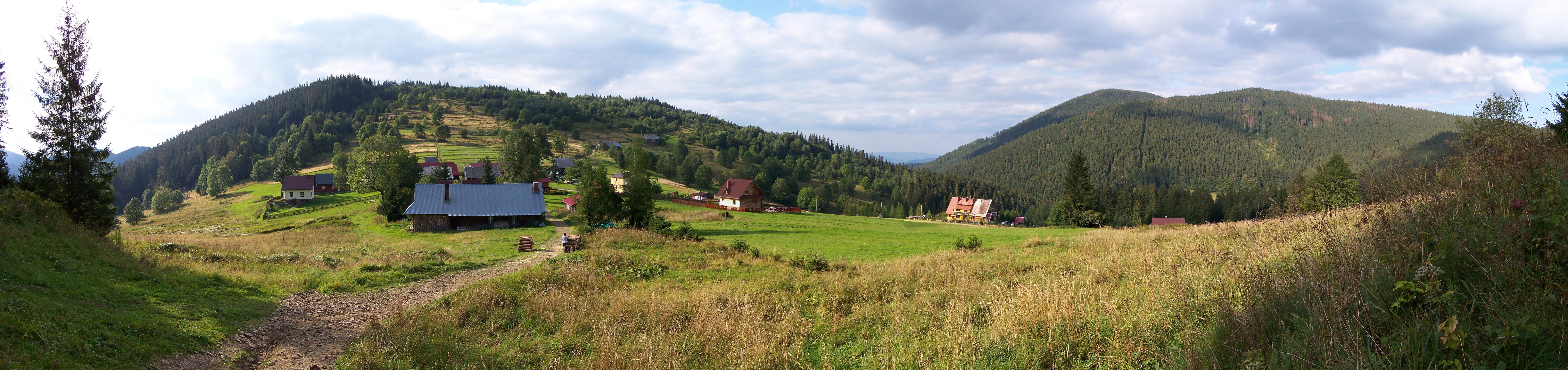 Panorama Mładej Hory z widokiem na Kiczorkę, Muńcuł i Kotarz (źródło: wikipedia)