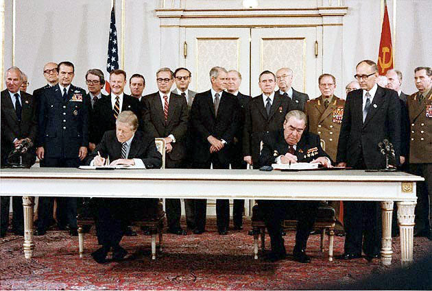 Former US President, Jimmy Carter and former leader of the USSR, Leonid Brezhnev, signing the ABM treaty at the strategic arms limitation talks on May 26, 1972. (Photo: Susan Biddle/National Archives)