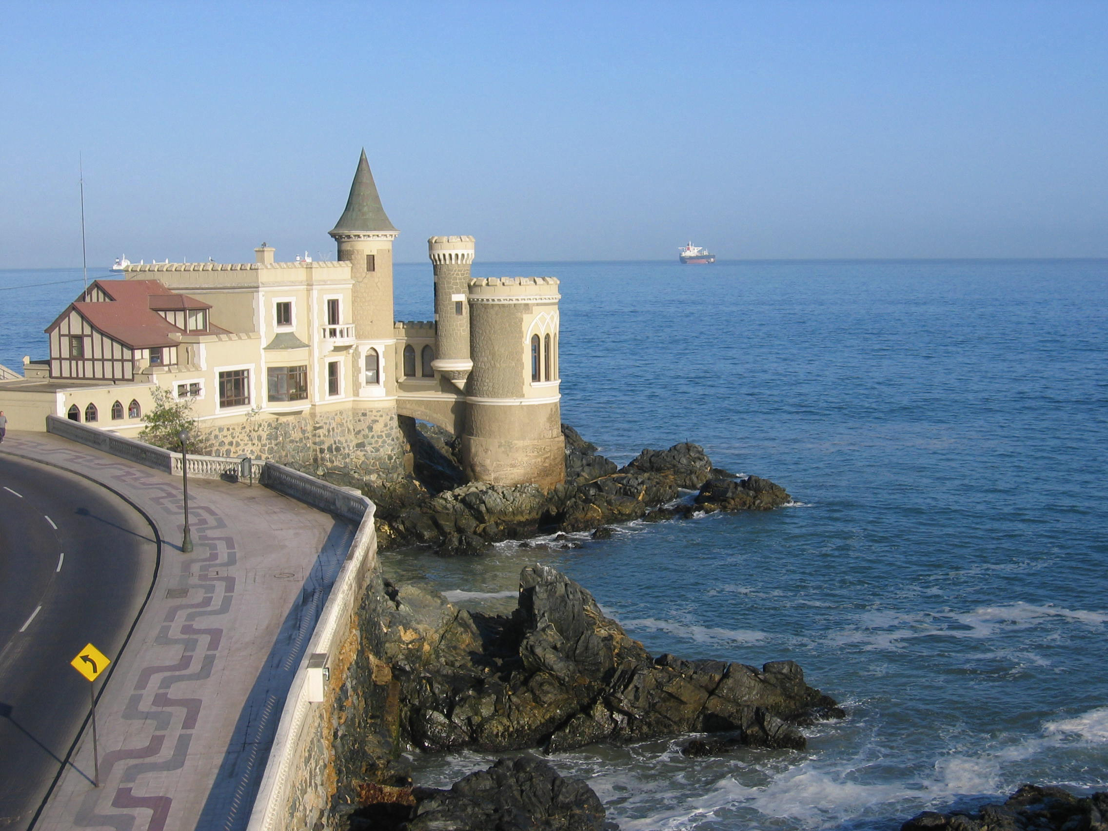 Castillo Wulff, castelo histórico construído em 1906 localizado aos pés do Cerro Castillo, em Viña del Mar