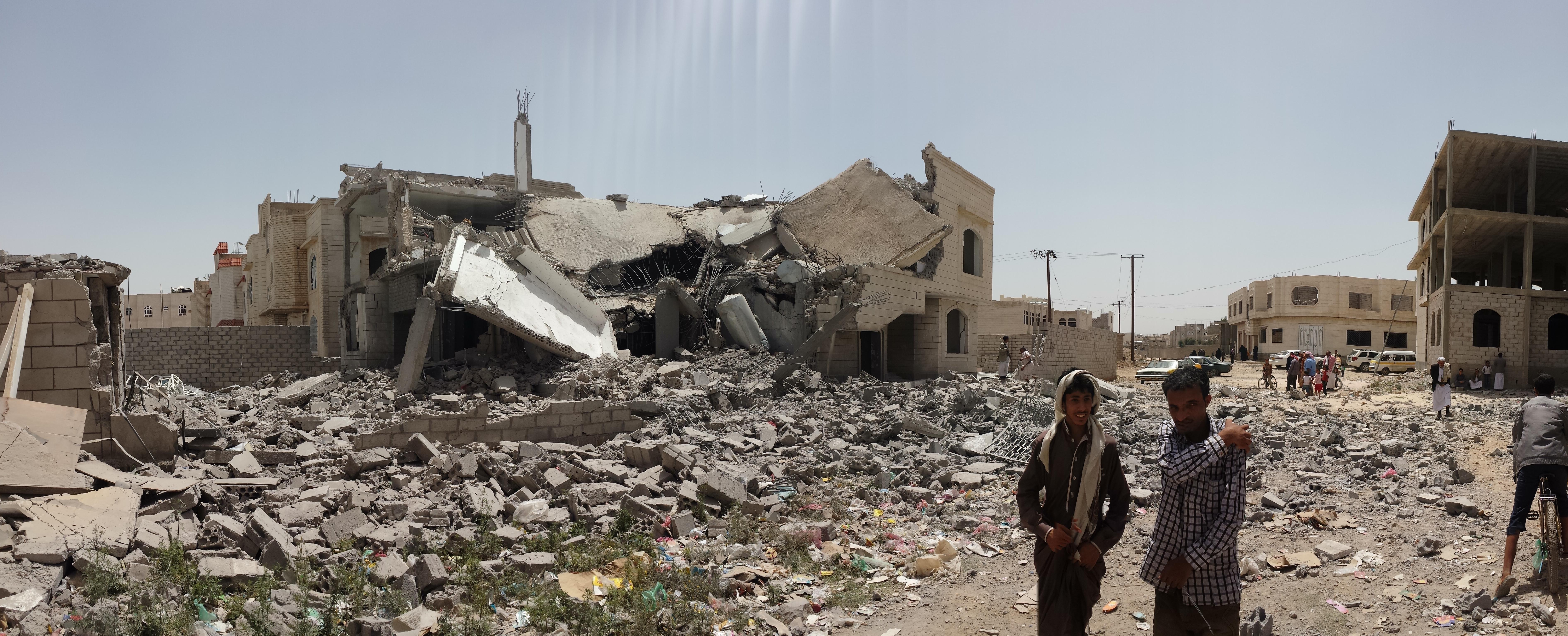 Zerstörungen im Süden Sana'as nach Luftangriff (Wikipedia)